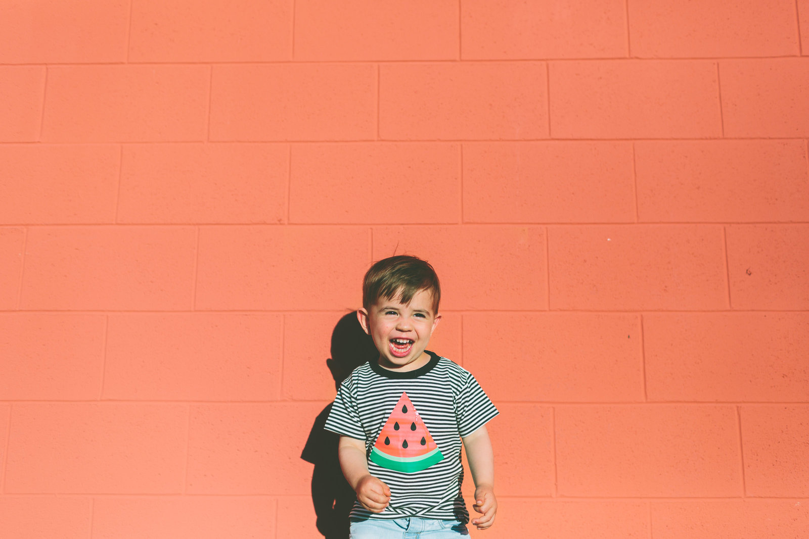wall-summer-child-boy-smiling-toddler-happy-laughing_t20_d1K863