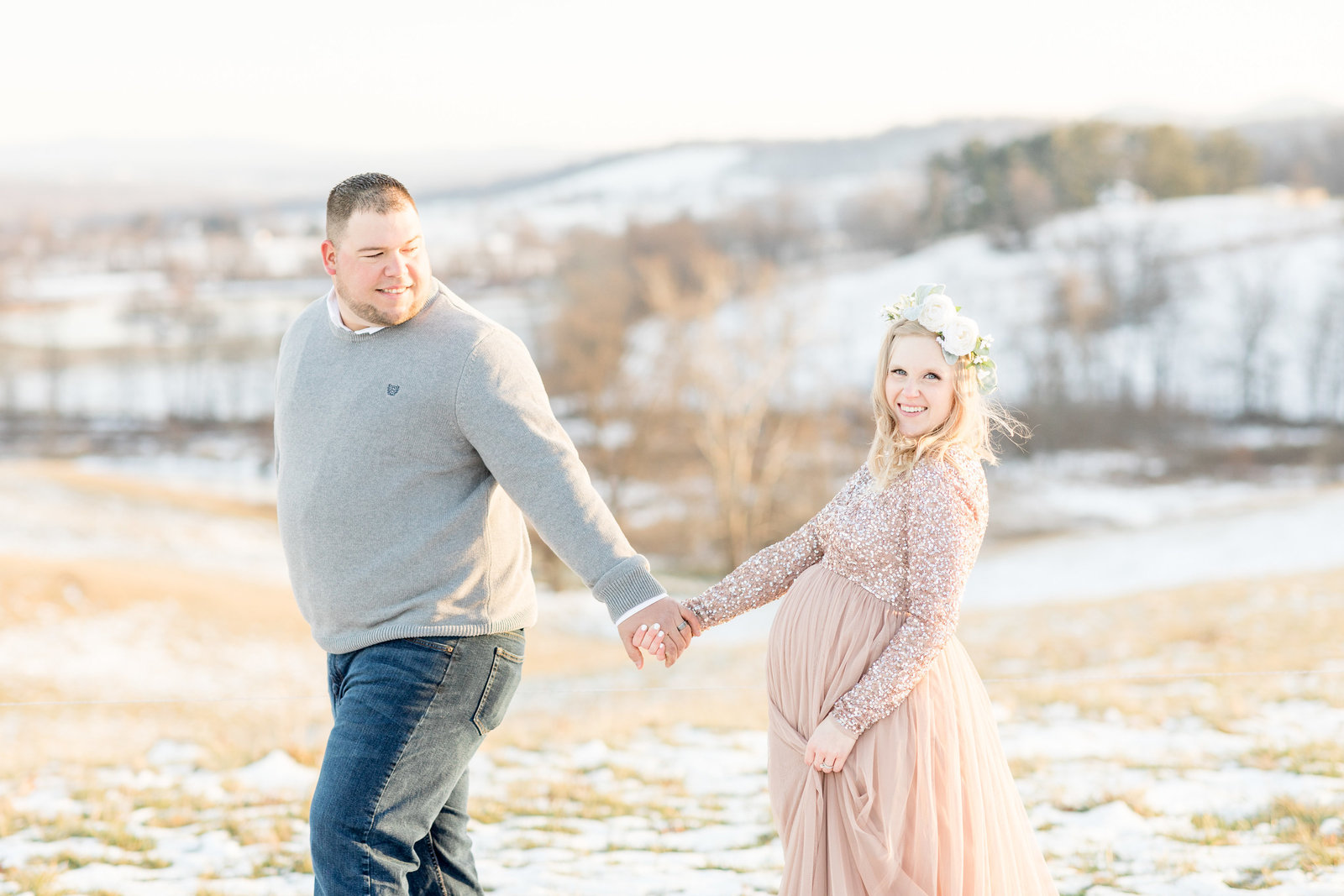 jess-dereck-snowy-winter-maternity-photo-session-009