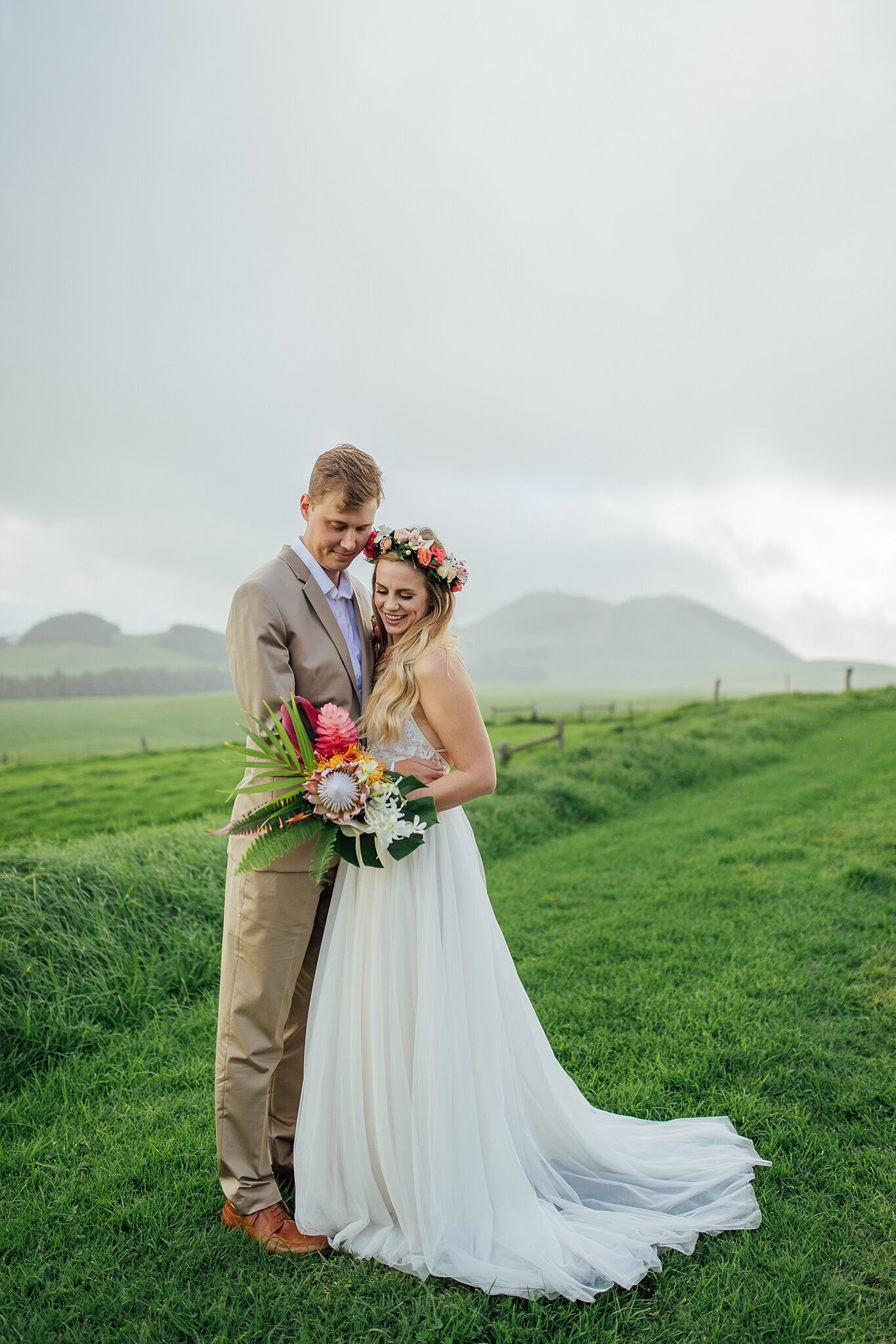 bride and groom on kohala hills