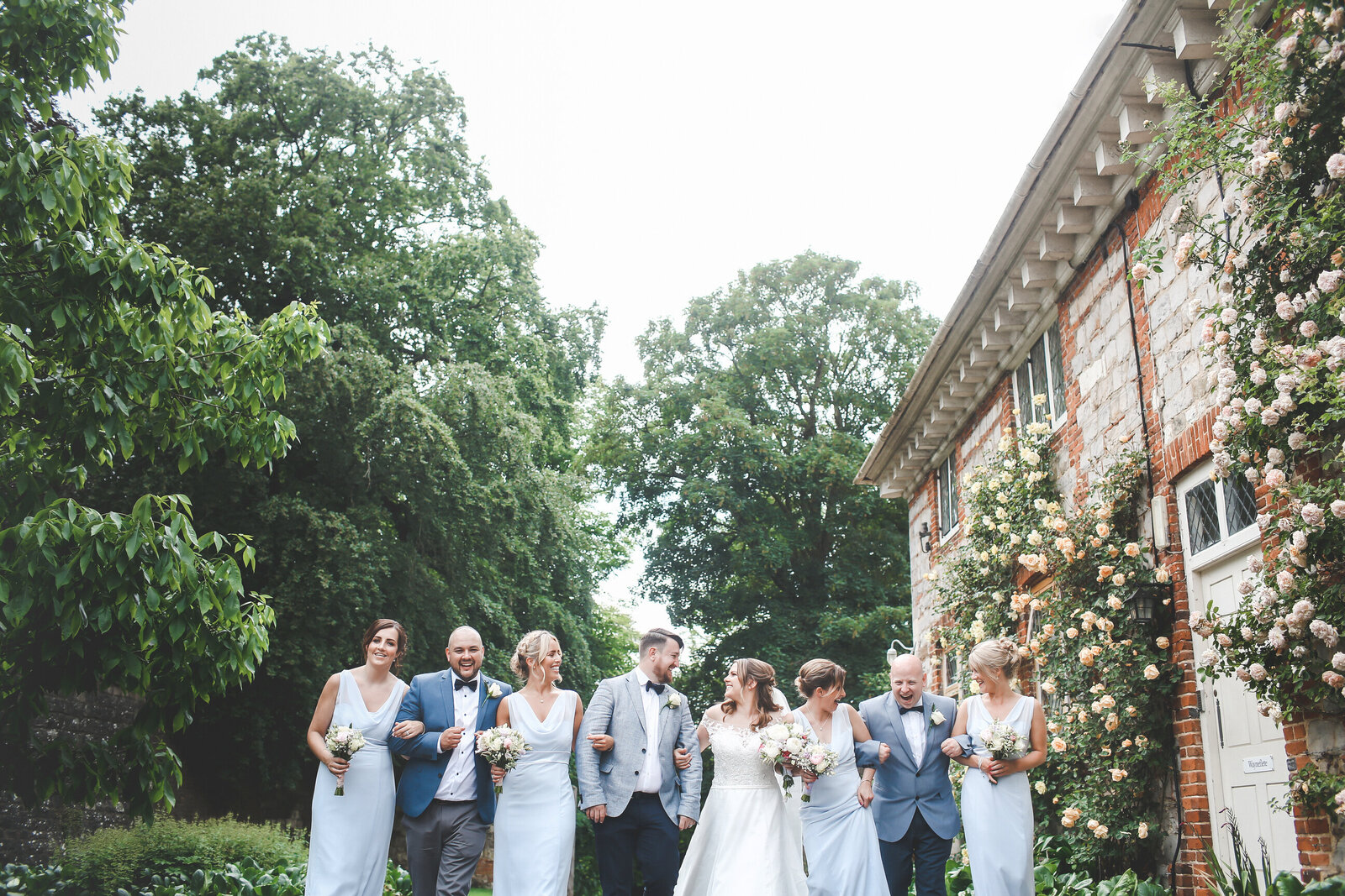 WP-SURREY-WEDDING-PHOTOGRAPHER-FUN-GROUP-SHOTS-FARNHAM-CASTLE_0002