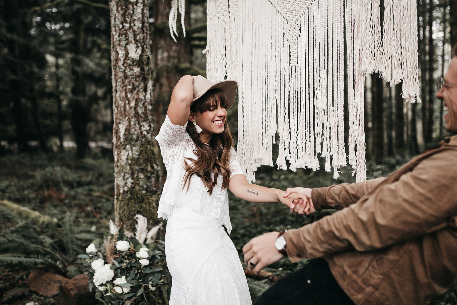 white-magazine-athena-camron-seattle-oregon-wedding-photography-woodlands-house-boho-elopement-inspiration-46