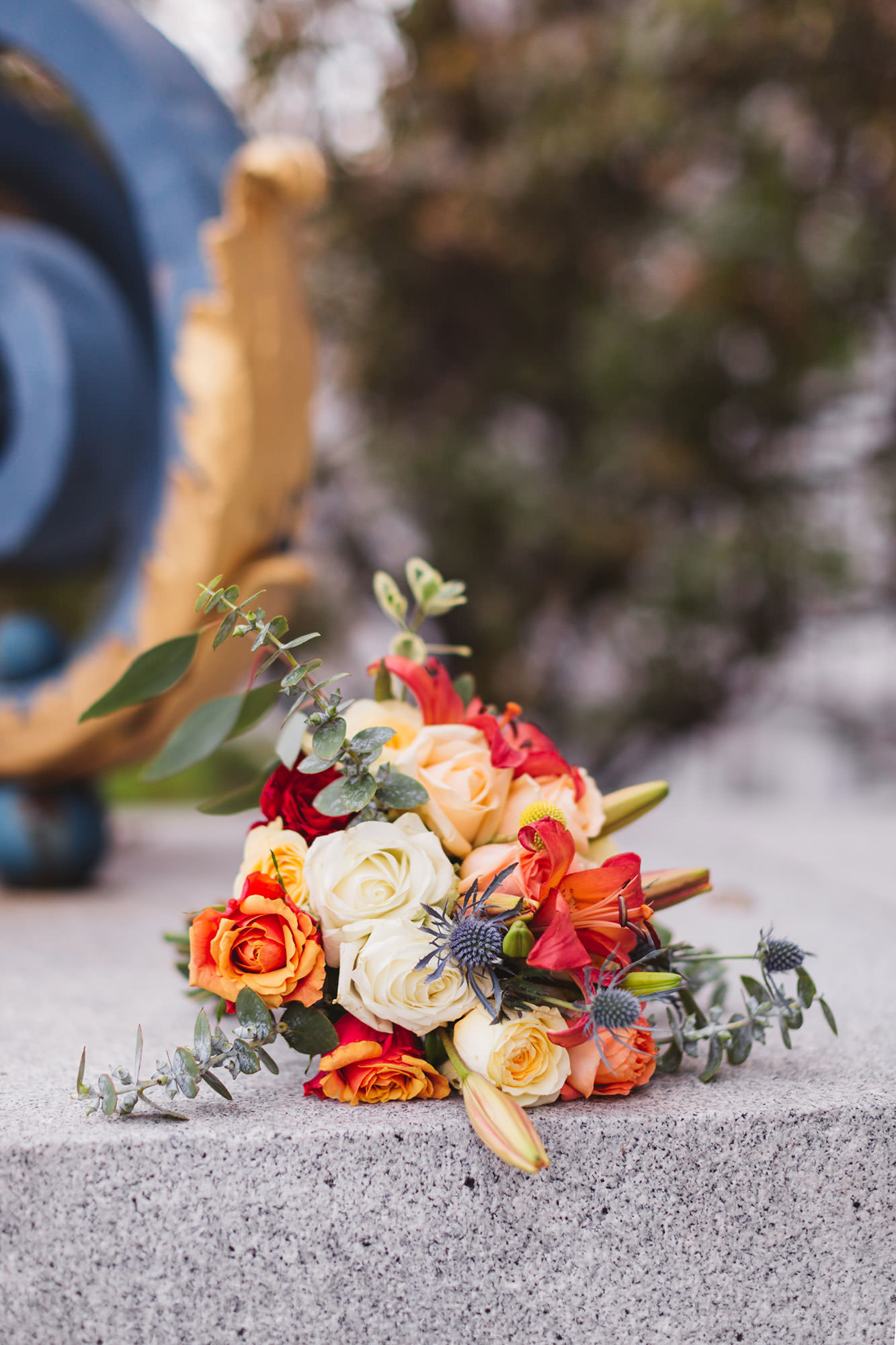 Floral arrangement outside San Francisco City Hall | Zoe Larkin Photography