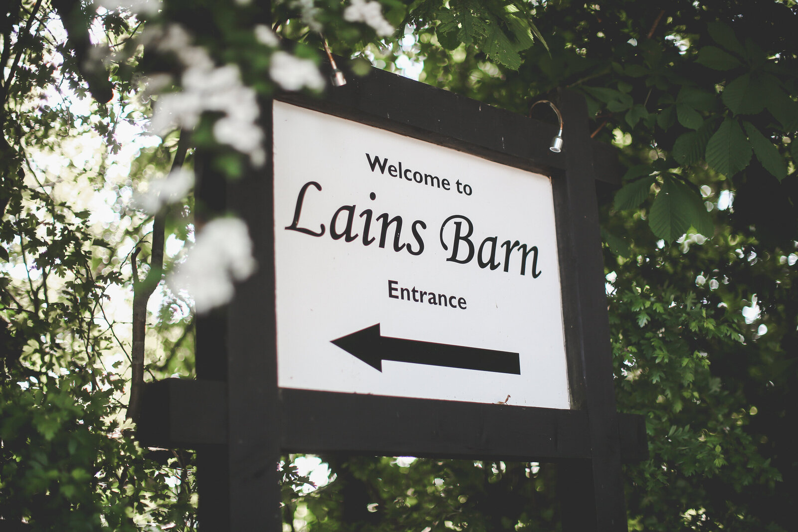 LAINS-BARN-WEDDING-PHOTOGRAPHER-FUN-REALXED-0002