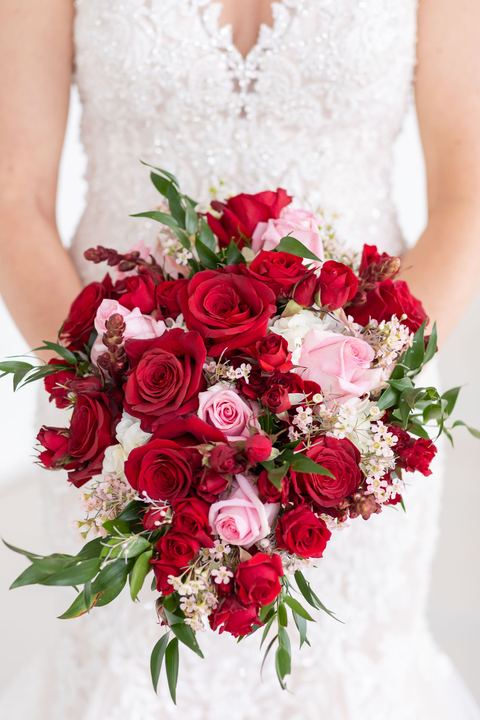 Red and Blush Teardrop Bouquet at Kendall Plantation