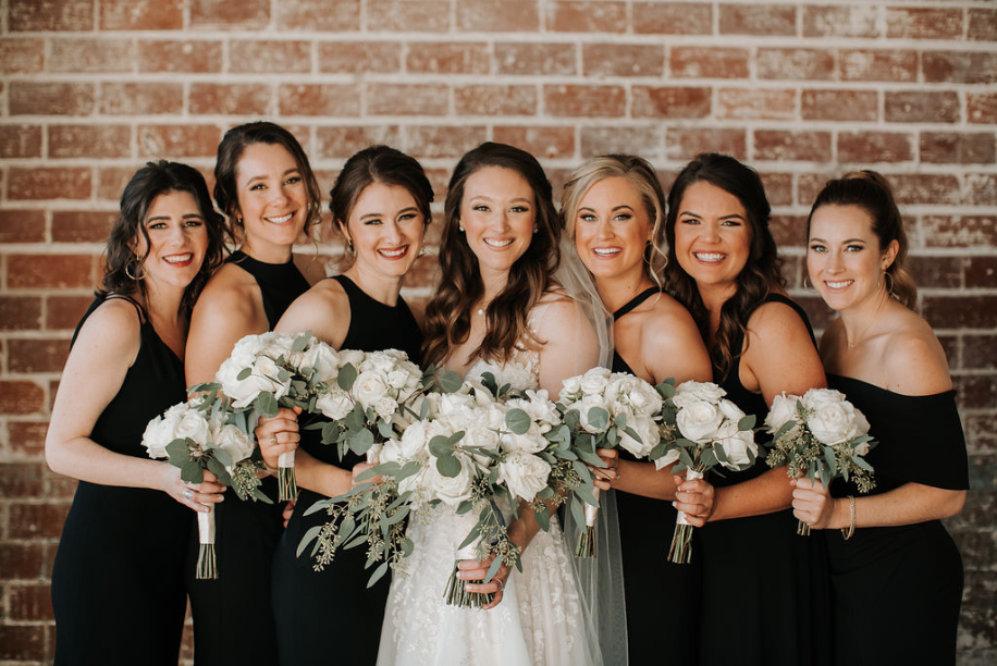 bridesmaids-bride-bouquets