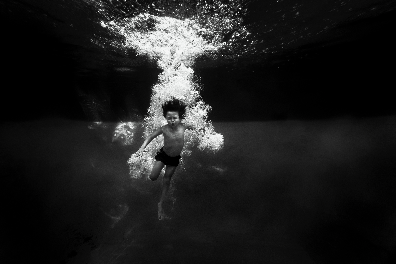 underwater photographer, columbus, ga, atlanta, pool, young boy swimming, diving, bubbles, ker-fox photography_3664