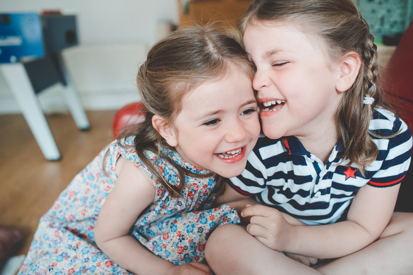 FP_FAMILY-SISTERS-GIGGLING-LONDON-PHOTOGRAPHER-0010