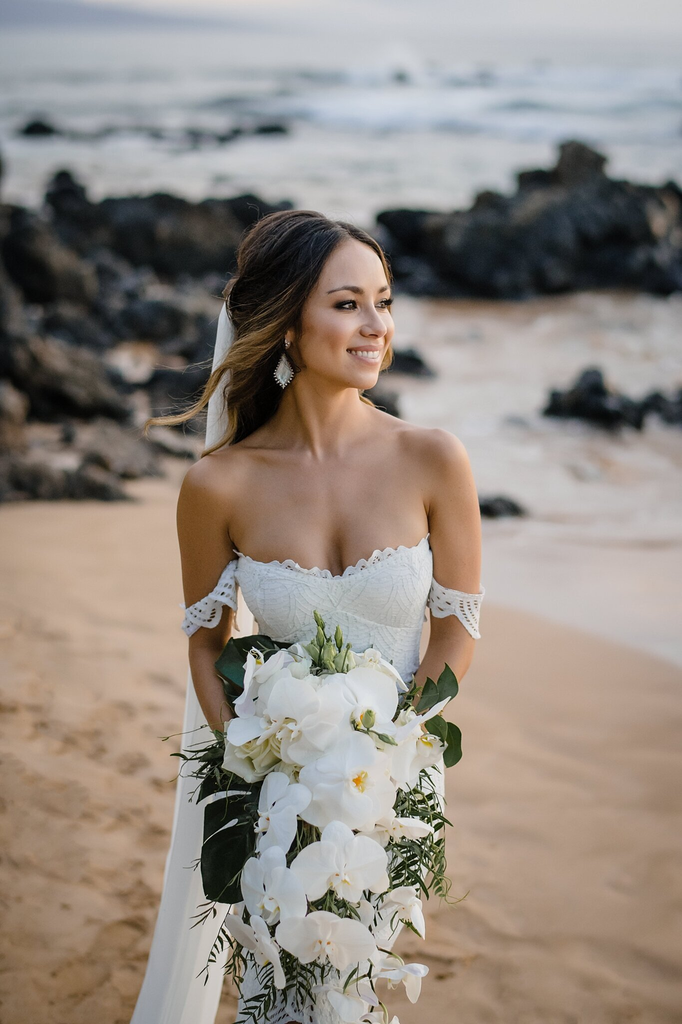 stunning hawaii bride on beach