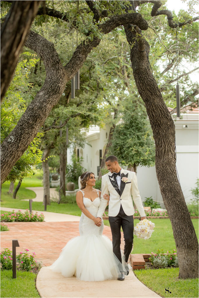 La-Cantera-Resort-San-Antonio-Hill-Wedding-Blog_0112-683x1024