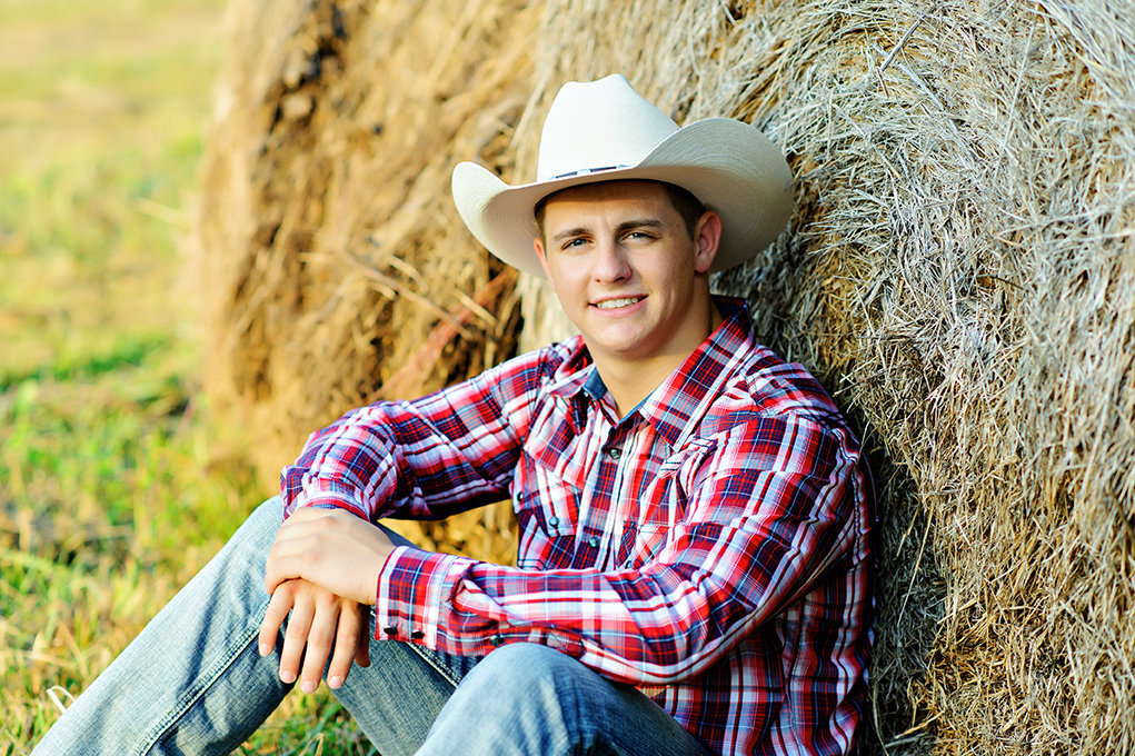 country senior picture hay bale cowboy hat