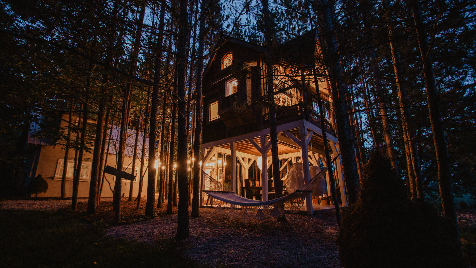Treehouse and Cabin Retreat15