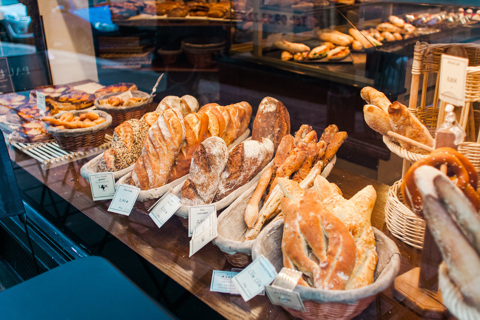 072-KBP-fresh-bread-Paris-France