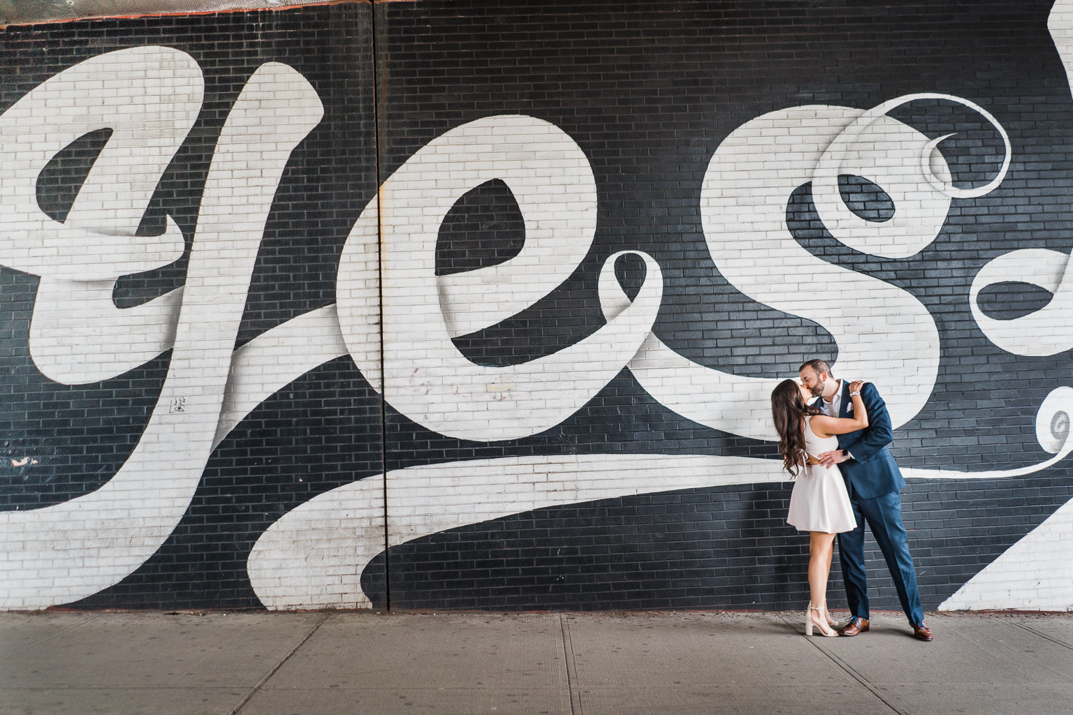 dumbo-brooklyn-nyc-new-york-engagement-session-lifestyle-photography-wedding-photographer-mural-yes
