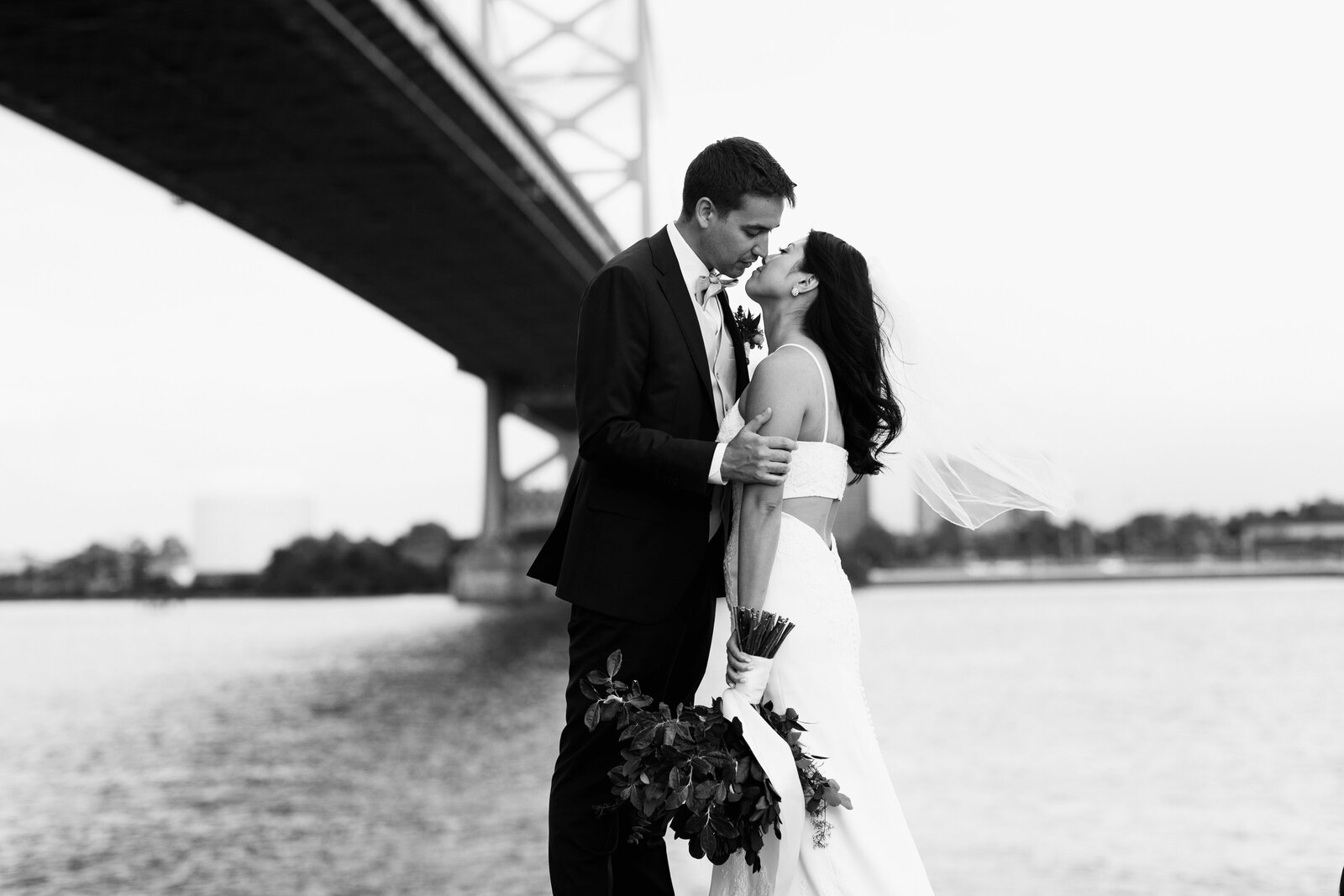 bride and groom at ben franklin bridge
