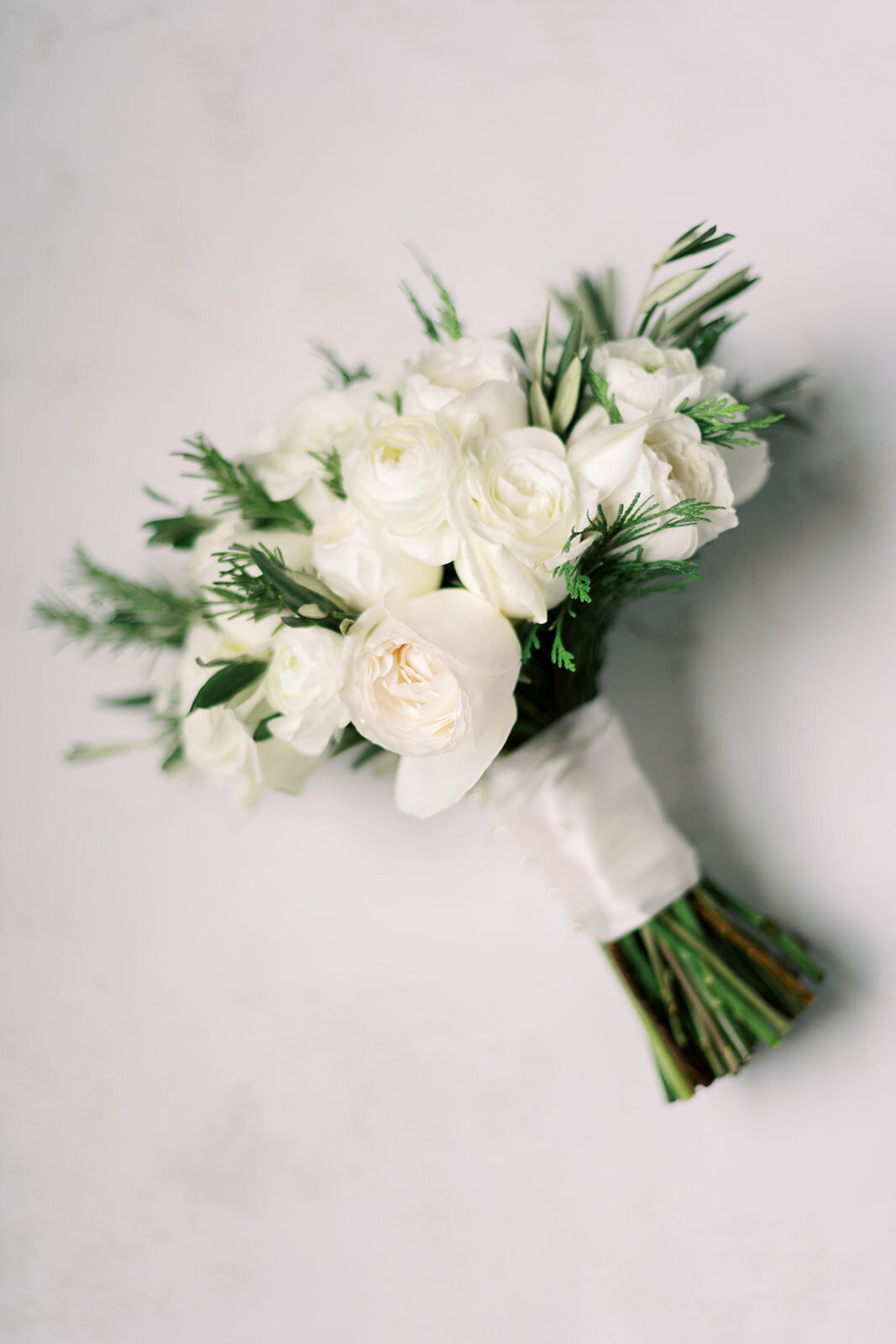 02-Venue-Six10-Wedding-bouquet