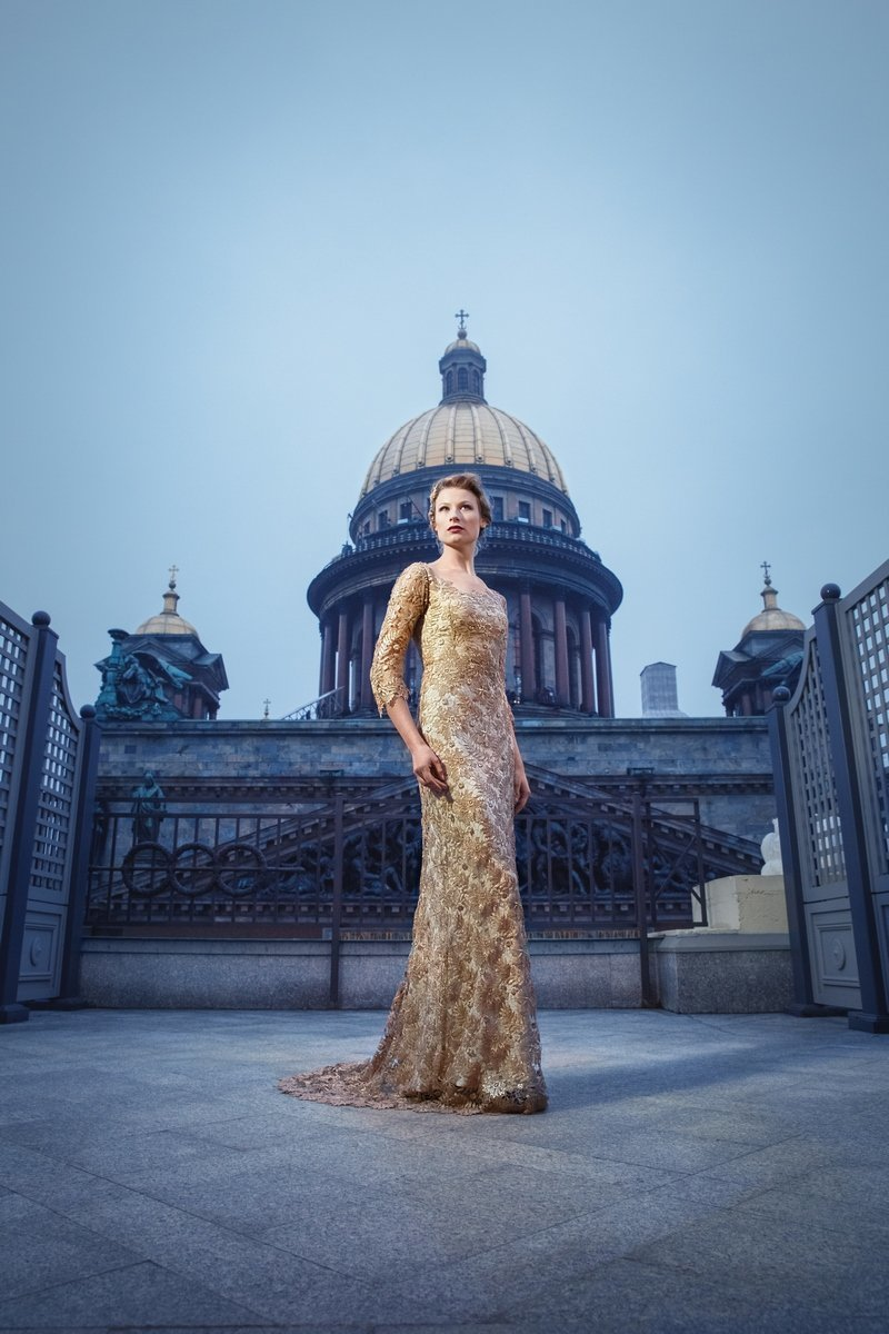 Orlagh_gold_lace_evening_dress_StPetersburg_JoanneFlemingDesign