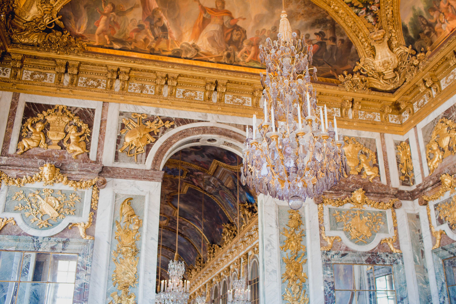 hall-mirrors-gold-palace-versailles-france-travel-destination-kate-timbers-photography-1661