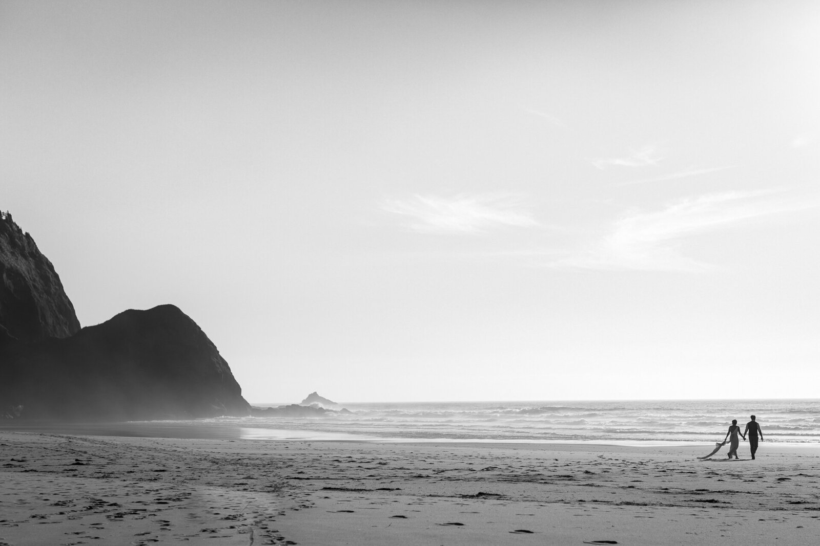 Destination wedding photographer on the Oregon Coast