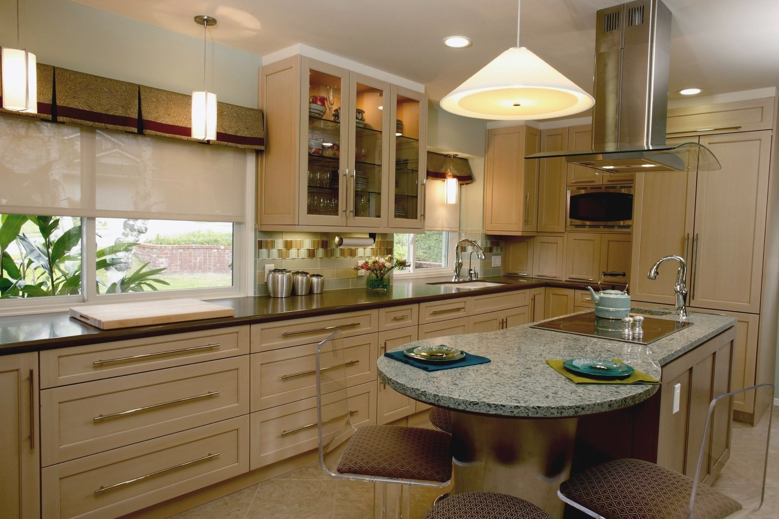 Cook's Kitchen Ivory Cabinetry