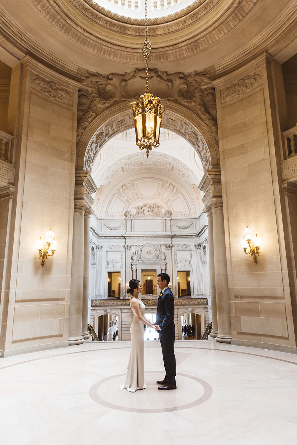 epic wide shot of couple in the rotunda of San Francisco City Hall photo by Zoe Larkin Photography