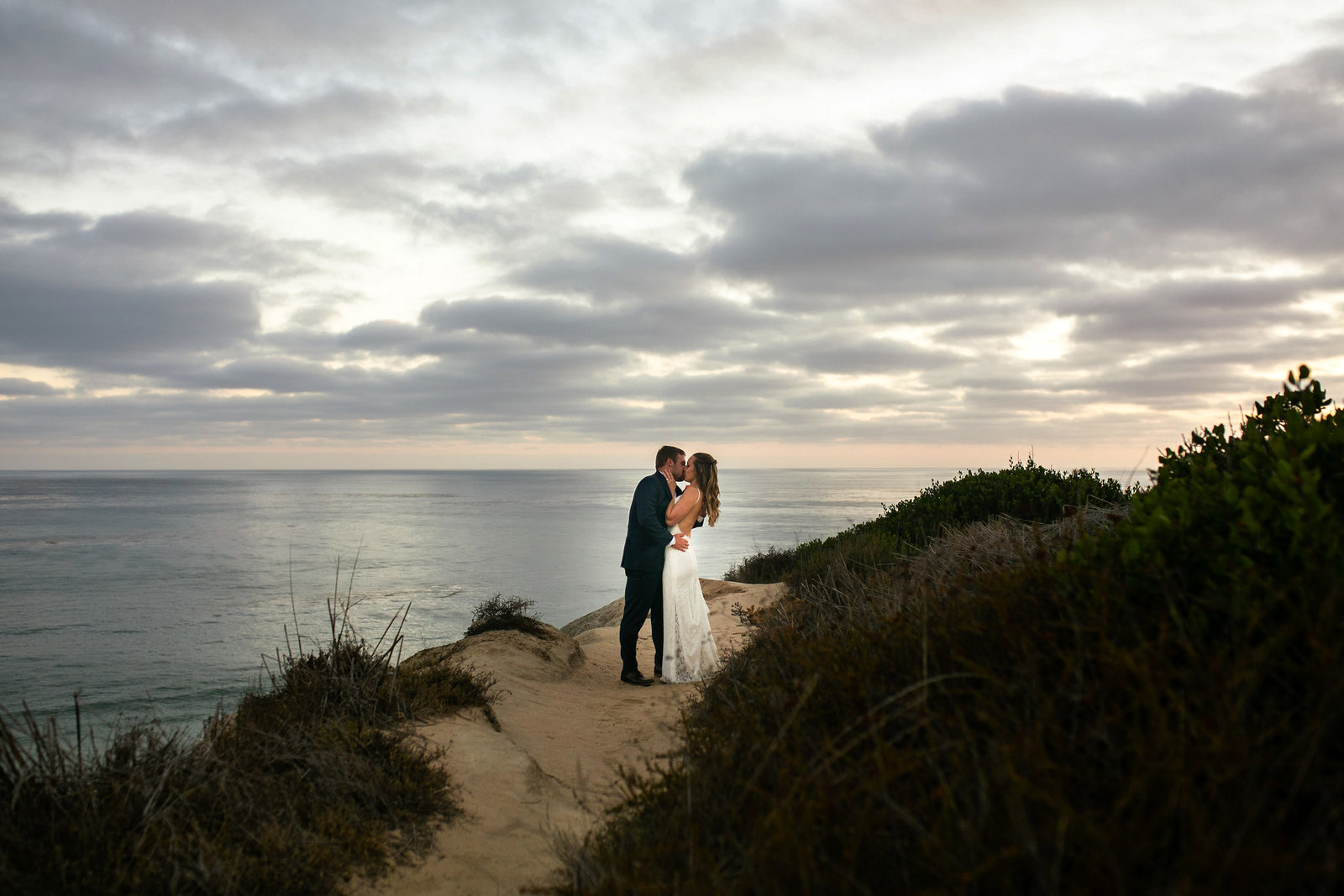 bride and groom kissing in san clemente historic cottage venue