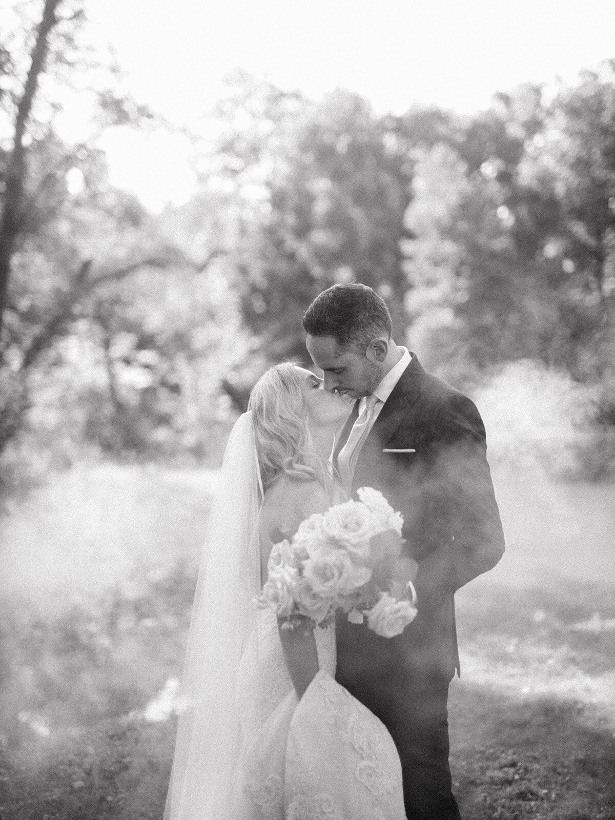 du_soleil_photographie_life'spatina_willowbrook_farm_wedding_christine_david_bride_groom_1st_look-166_websize