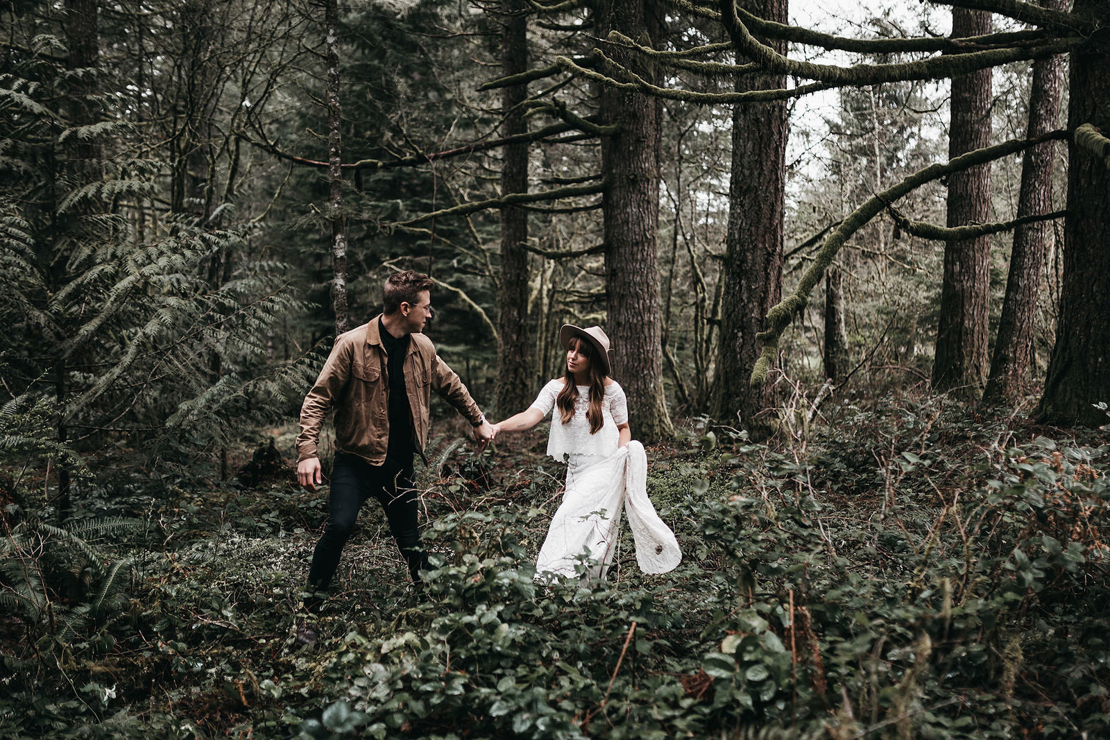 white-magazine-athena-camron-seattle-oregon-wedding-photography-woodlands-house-boho-elopement-inspiration-53