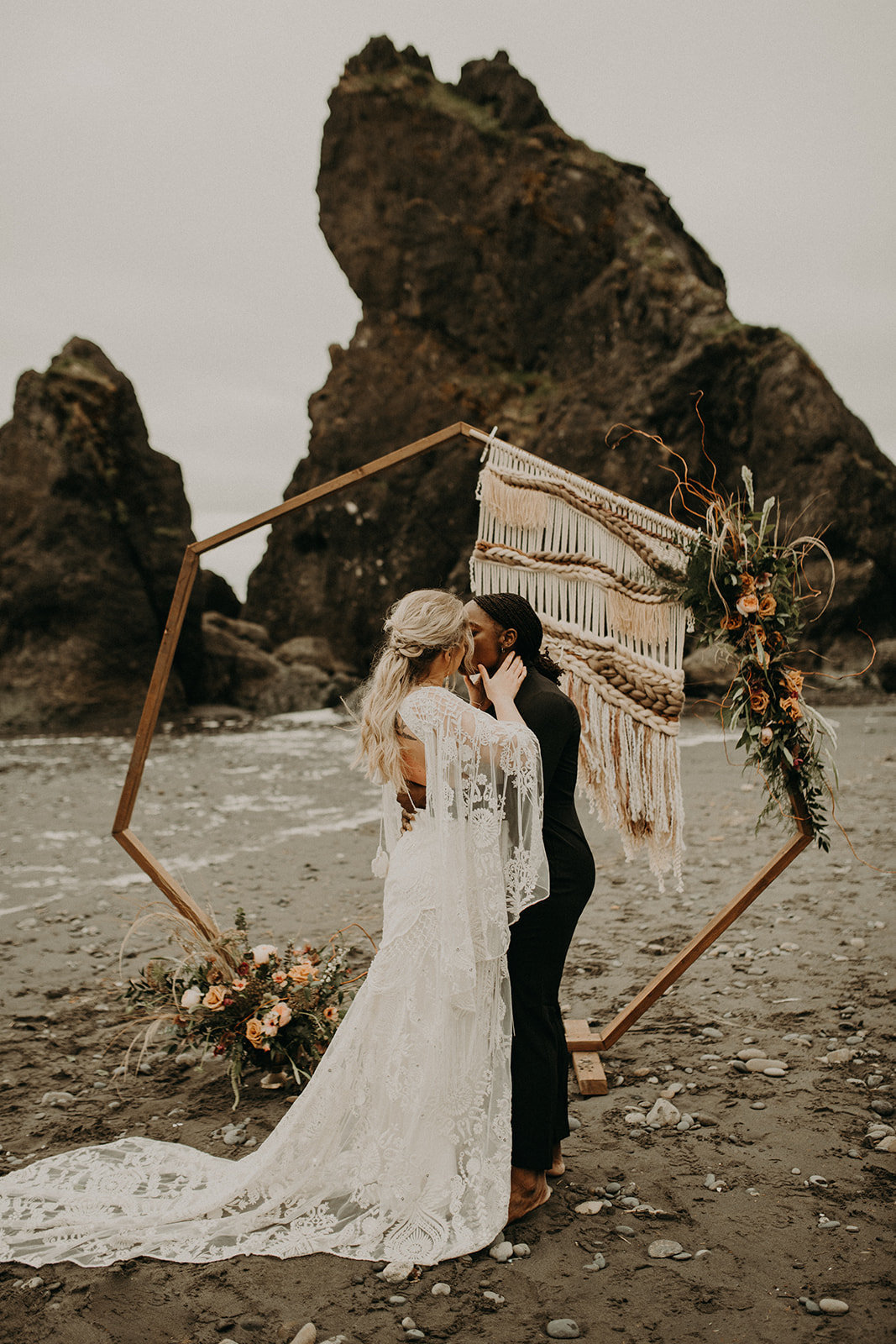 Ruby_Beach_Styled_Elopement_-_Run_Away_with_Me_Elopement_Collective_-_Kamra_Fuller_Photography_-_Ceremony-61