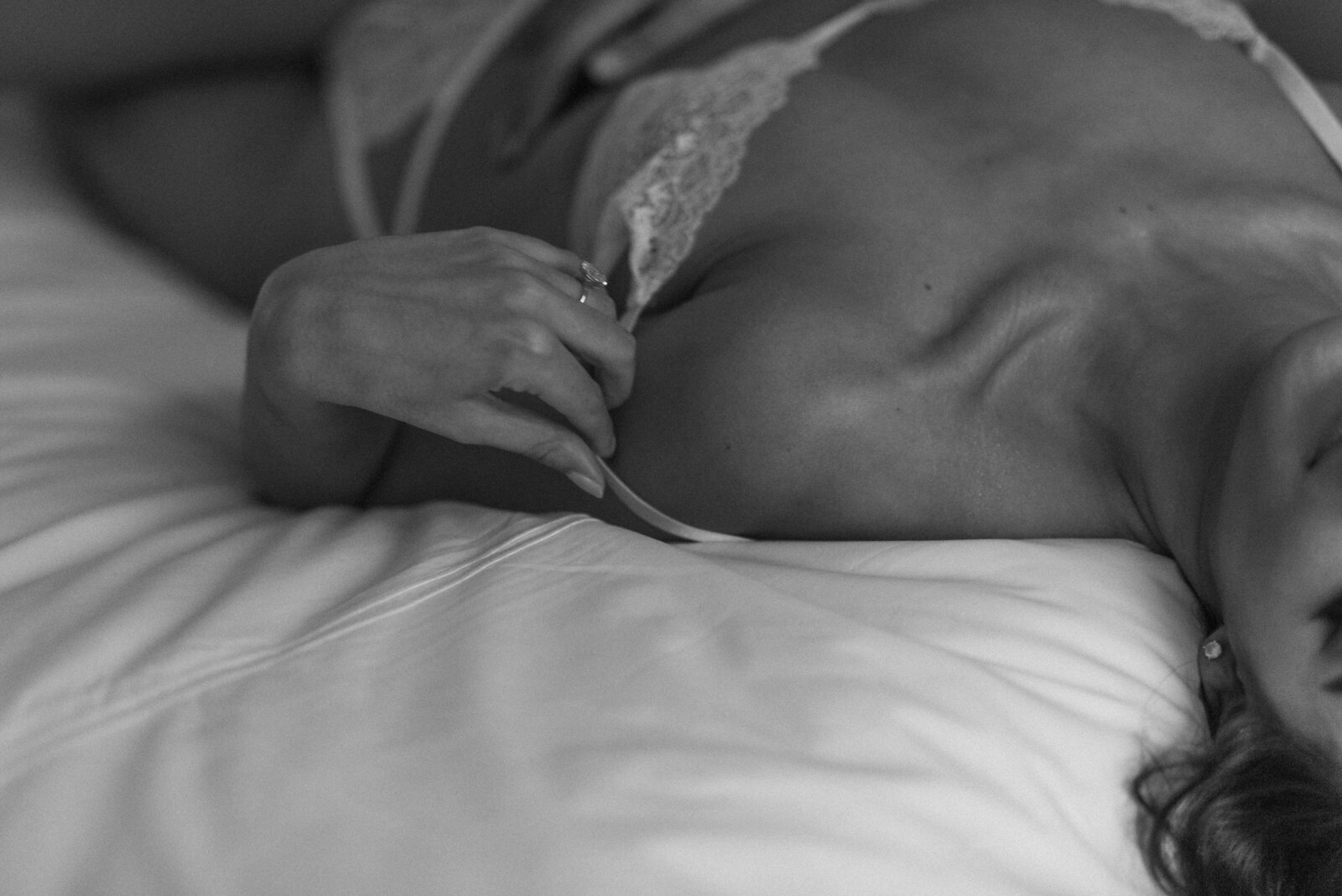 boudoir-photography-the-broome-hotel-female-nyc-photographer-suessmoments (30 of 54)