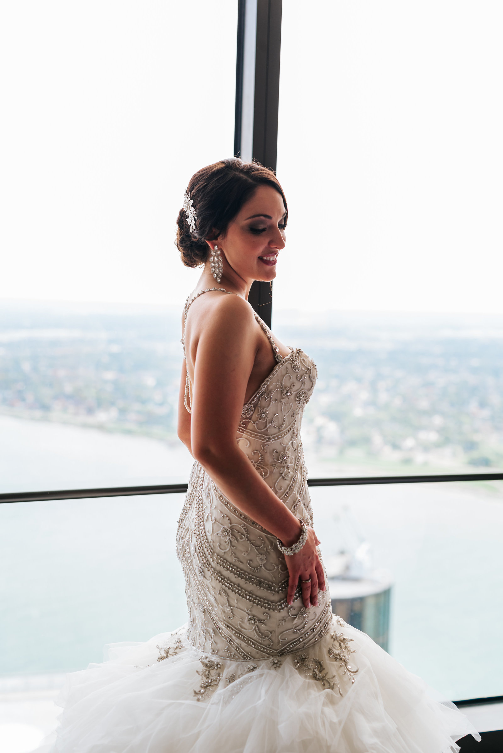 MichiganWeddingPhotographer, Ren Cen Wedding, Renaissance Center Wedding