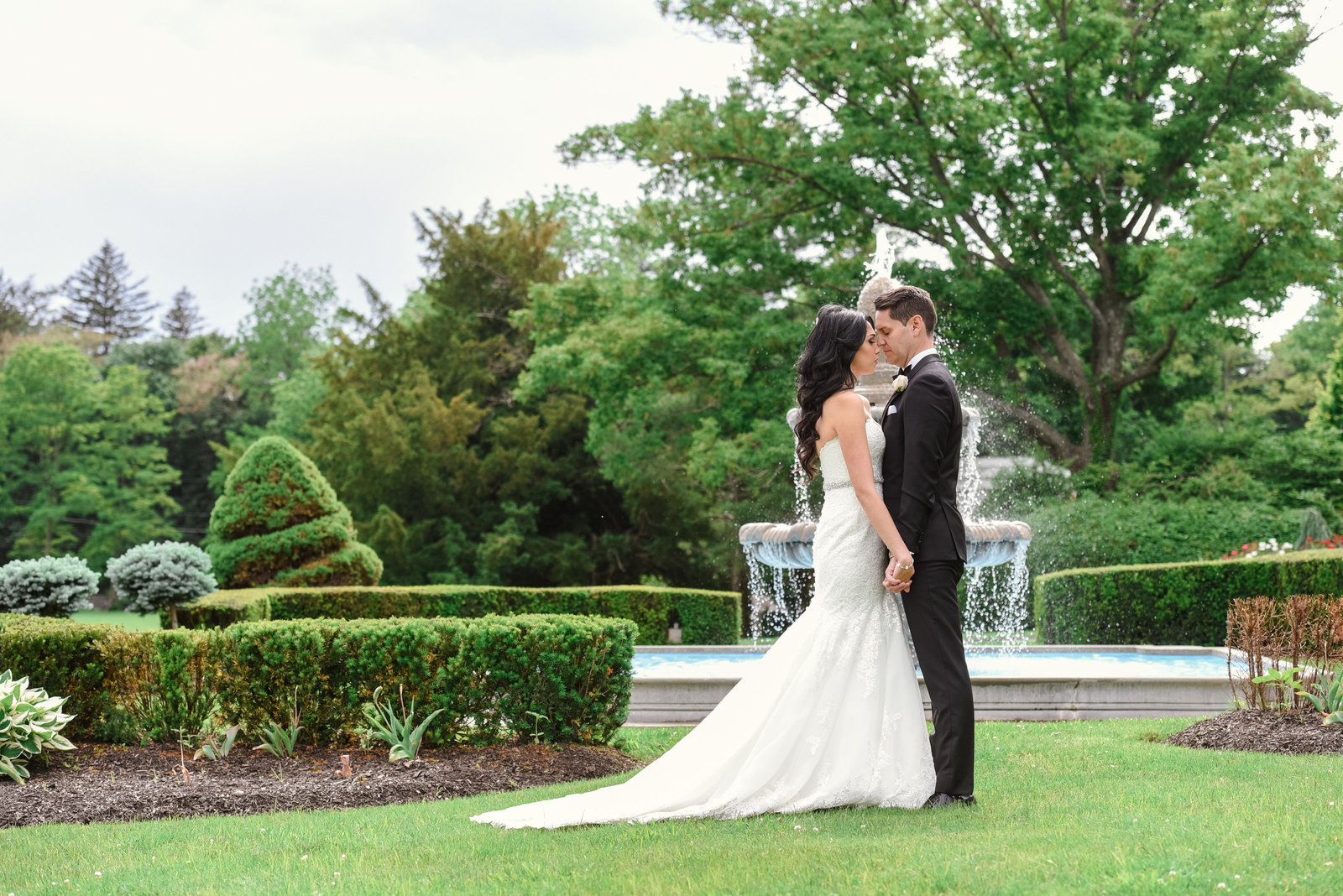 Bride and groom at Glen Cove Mansion