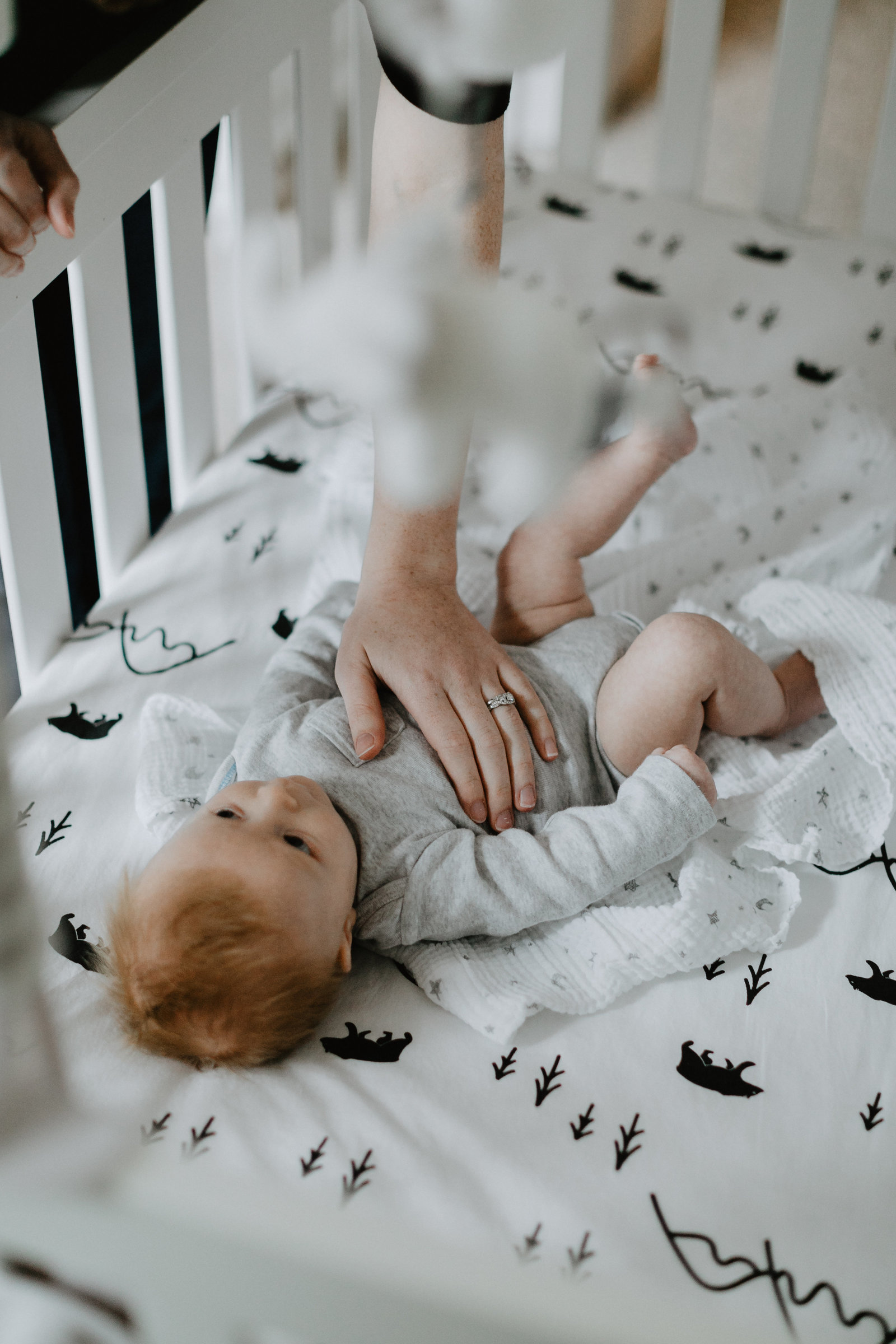 ariel kuhn photography columbus photographer lifestyle newborn in home family2