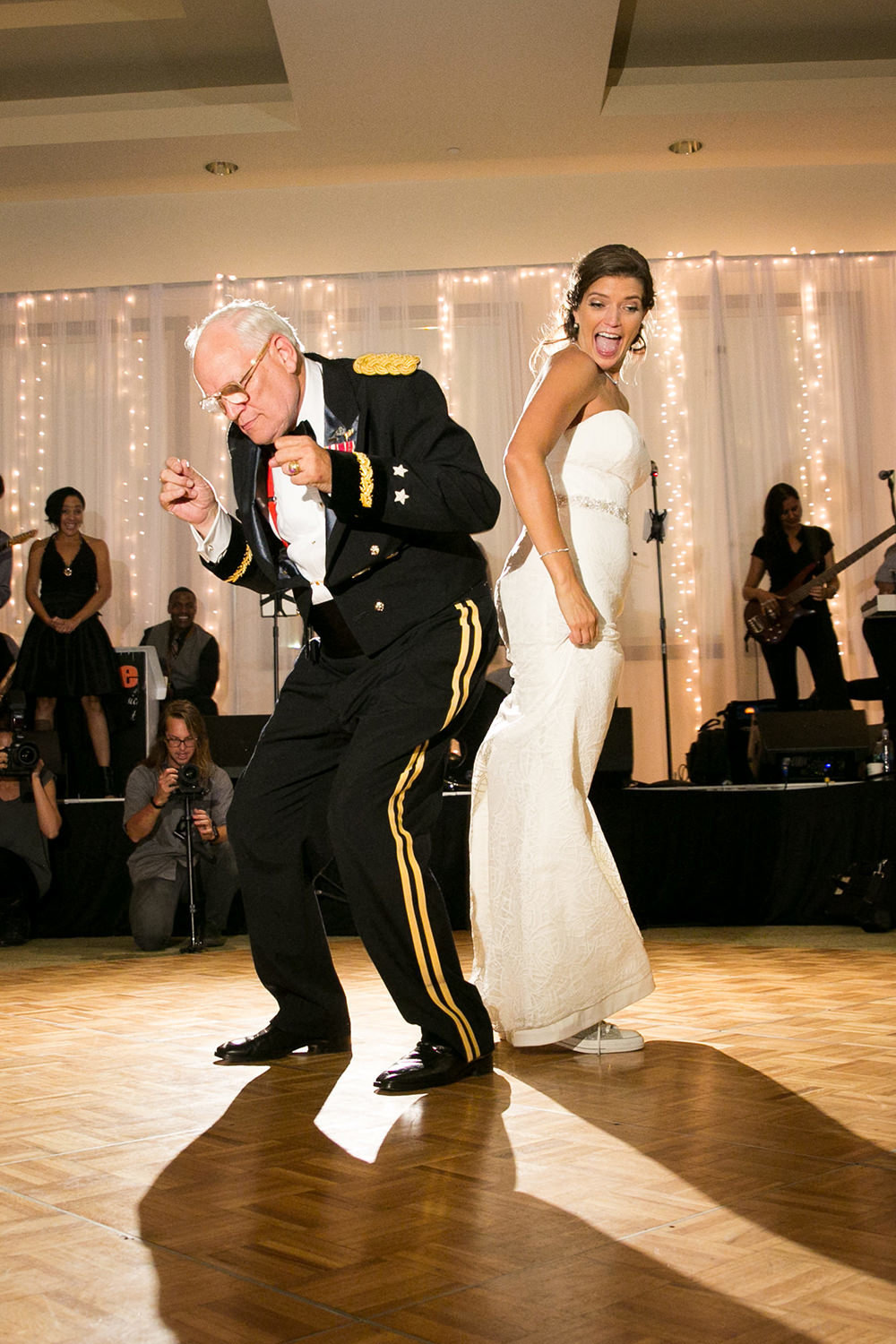 bride and dad dancing super funny