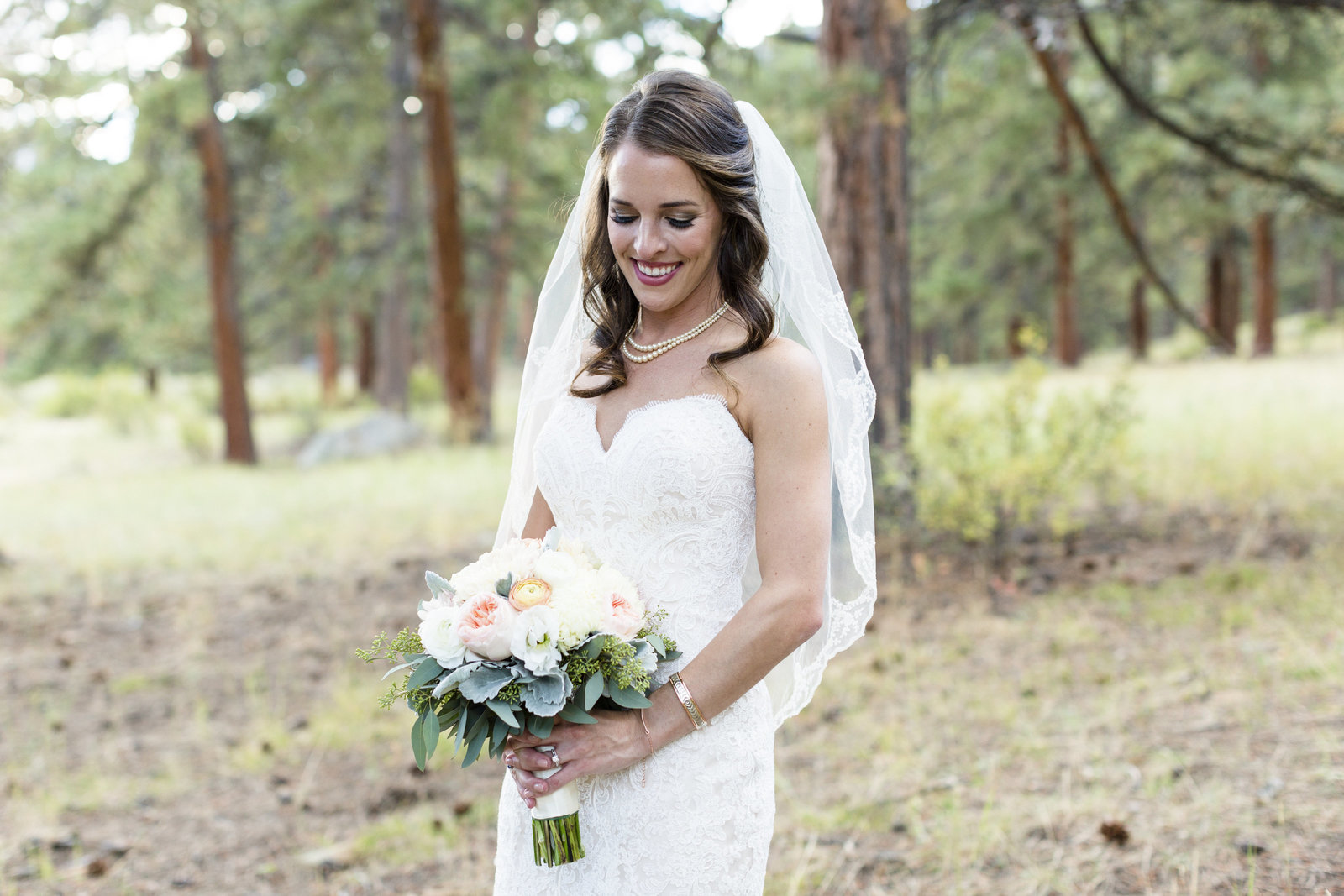 Jessi-Zach-Photography-Colorado-Mountain-Wedding-Photographer-Della-Terra-Mountain-Chateau_47