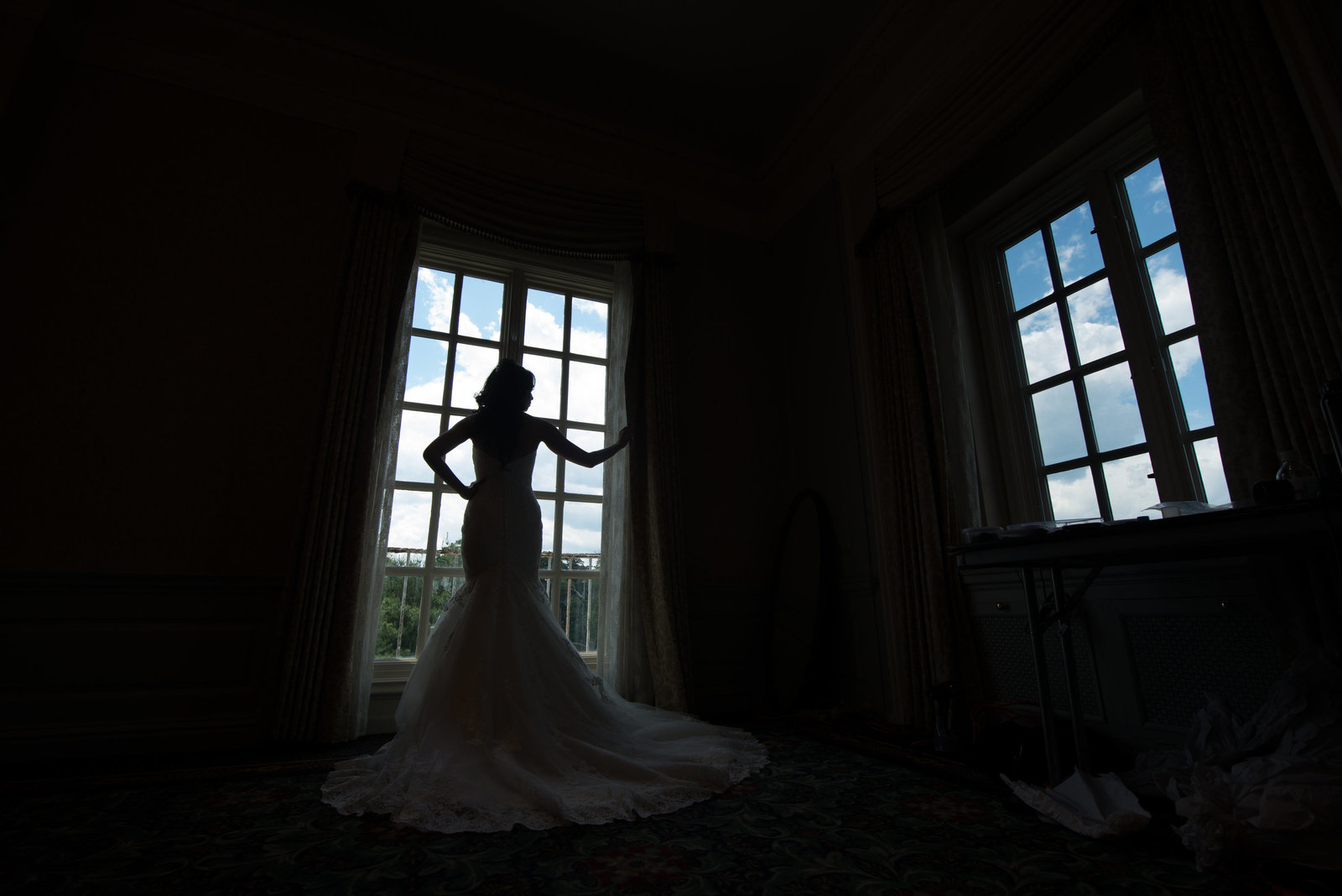 Silhouette of a bride at the hotel of Glen Cove