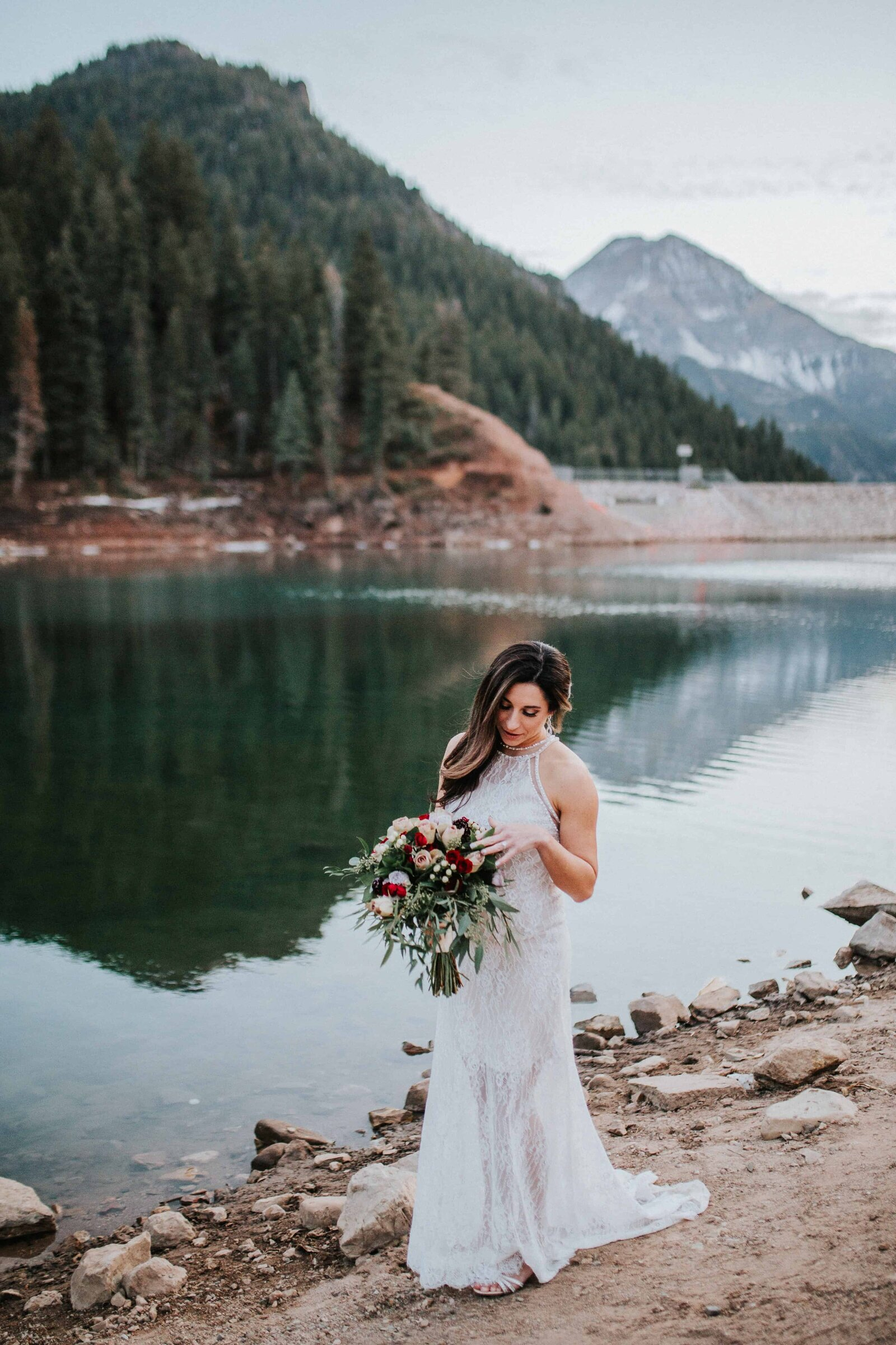 bride with flower bouquet next to lake in chattanooga tennessee