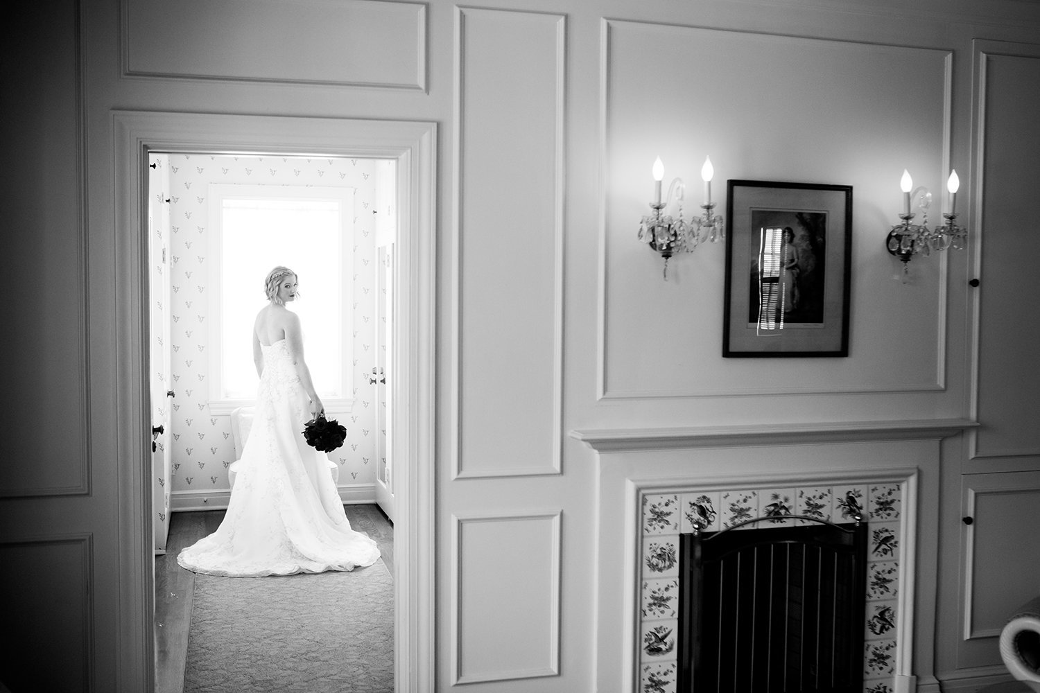 beautiful black and white of bride at darlington house