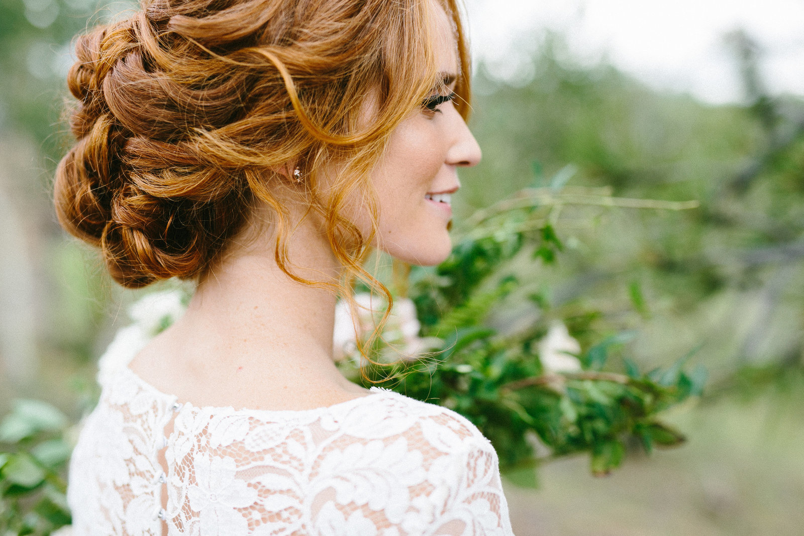 houston wedding photographer becki of smith house photography travelled to colorado for a mountain bridal portrait session with a sarah seven gown