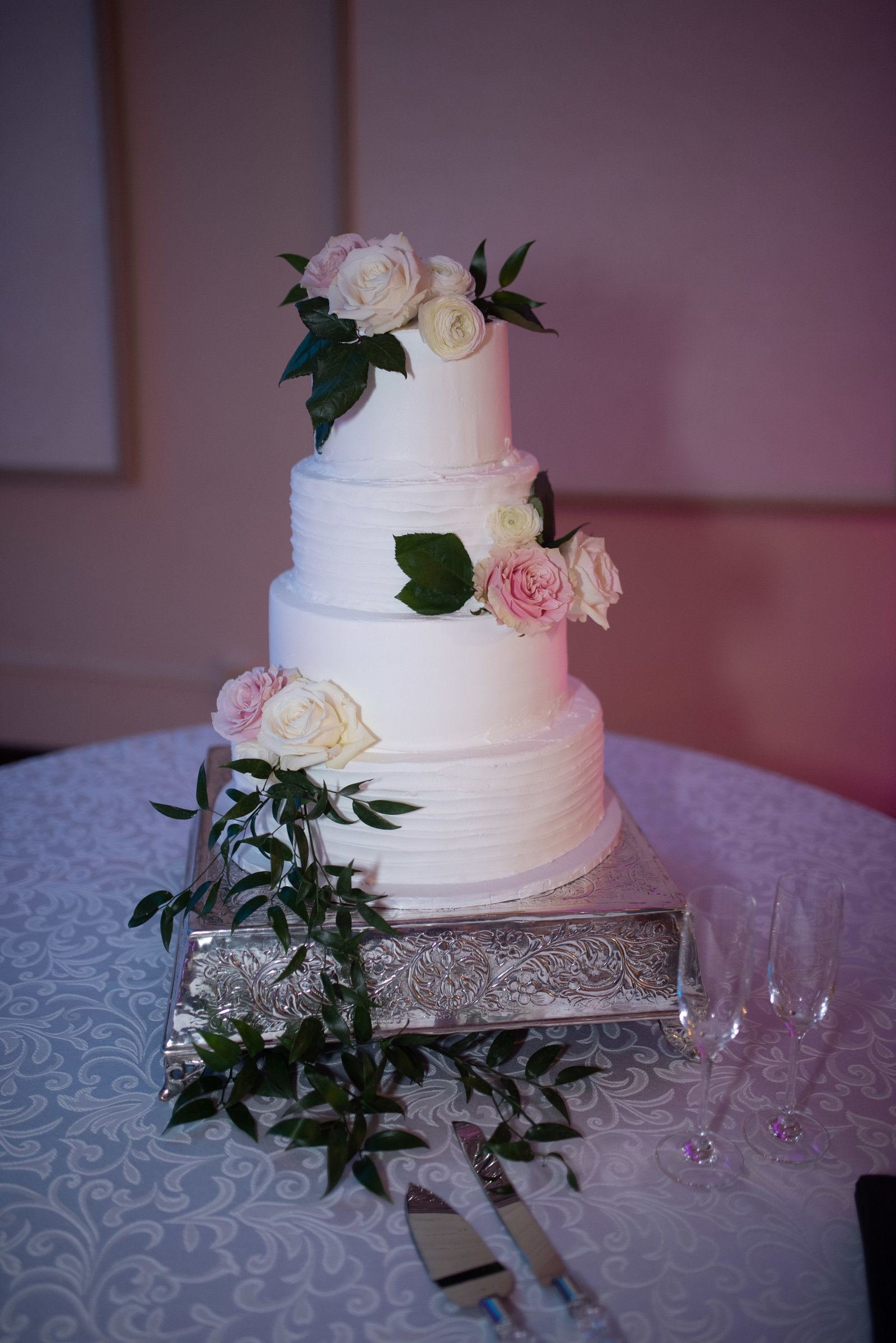 Arkansas wedding cake by Mickey's in Little Rock / Sterling Imageworks