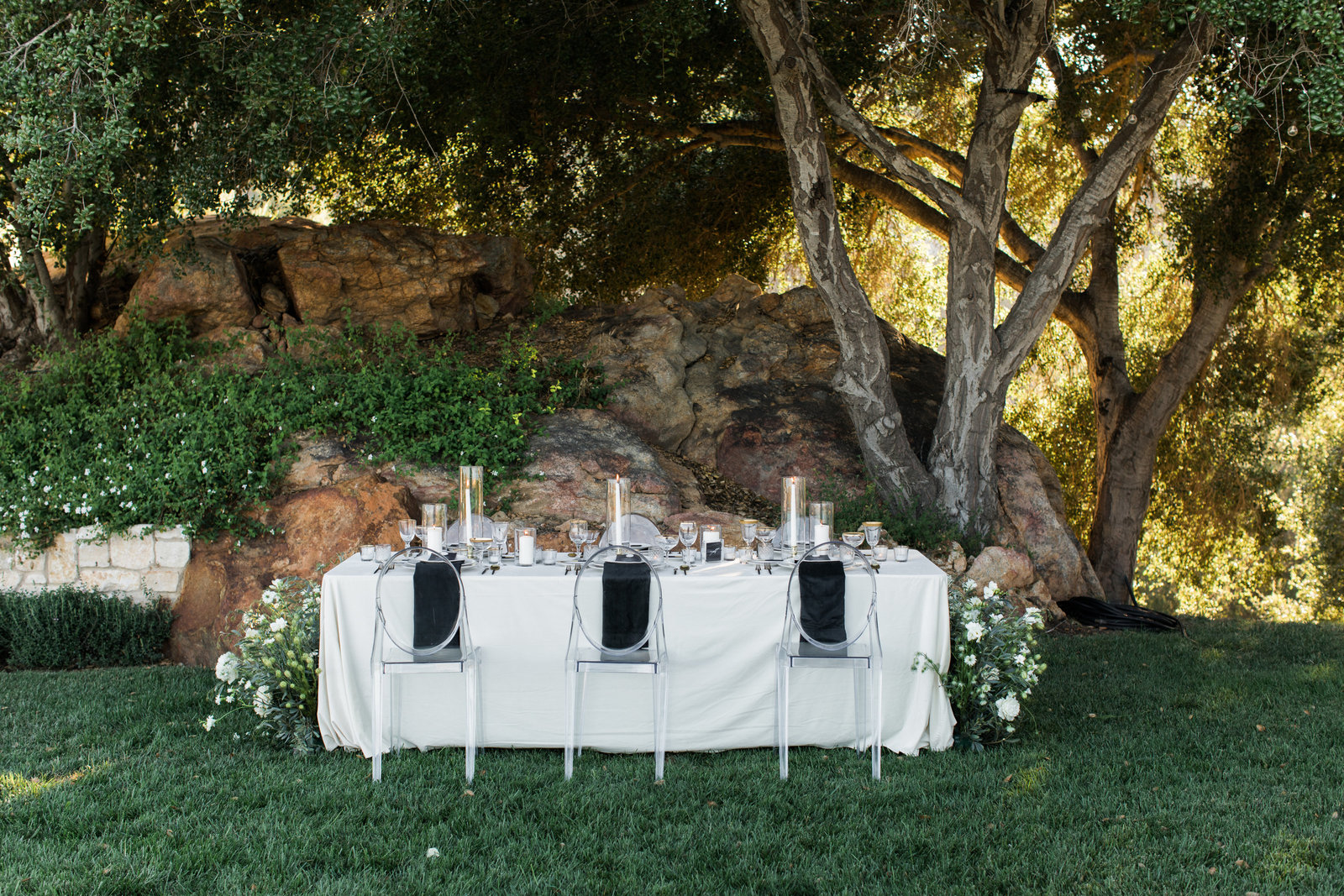 head table in at an outdoor wedding venue