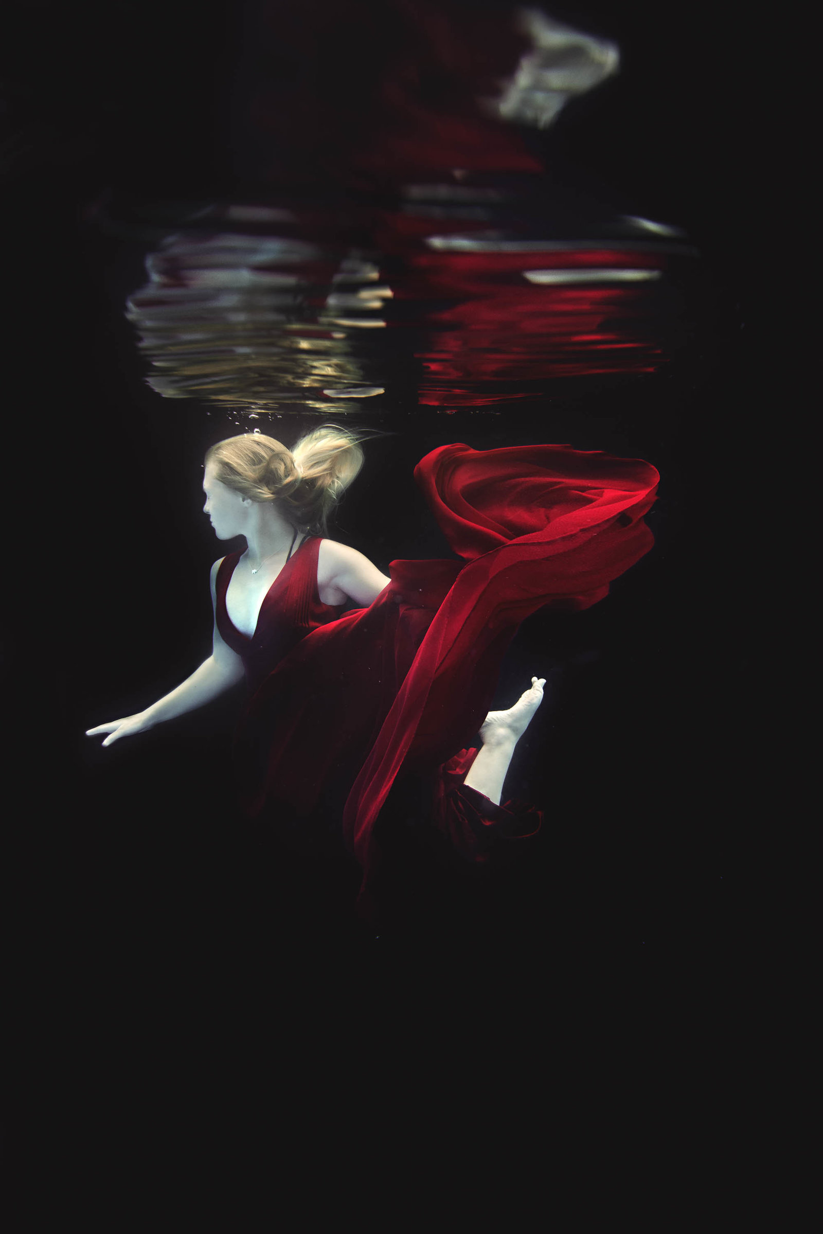 Underwater Senior portrait photographer in Minnesota 1