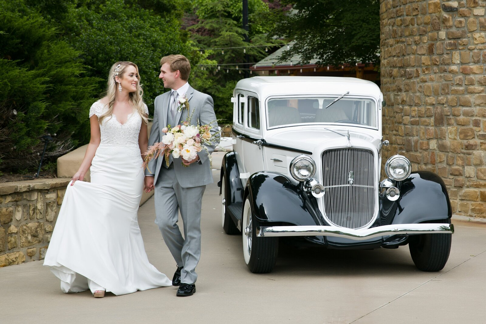 Emily Constance Photography is a Tulsa Wedding Photographer.  She also photographs weddings in Broken Arrow, OK and the surrounding areas.