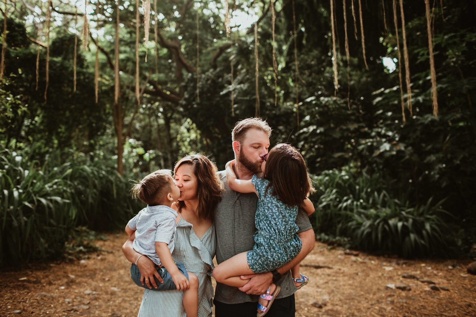 Family Photos in a jungle in Maui