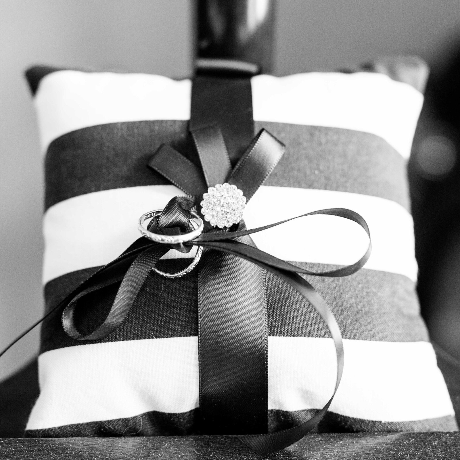 wedding-st-charles-rings-pillow