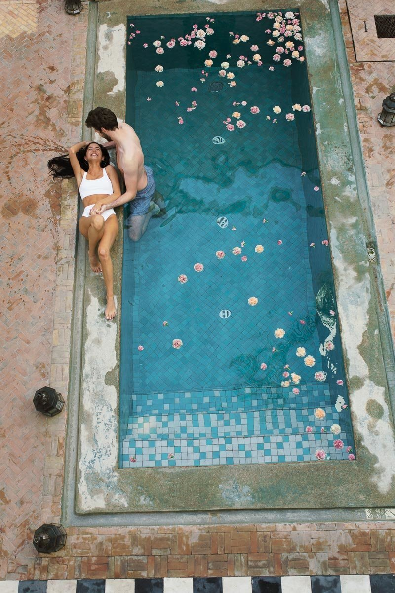 vintage-poolside-engagment-pictures (5 of 12)