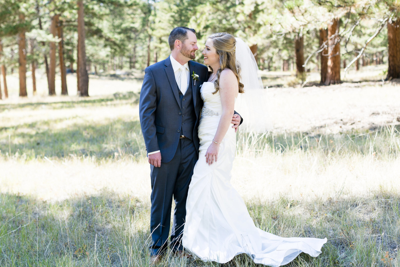 Jessi-Zach-Photography-Colorado-Mountain-Wedding-Photographer-Della-Terra-Mountain-Chateau_66
