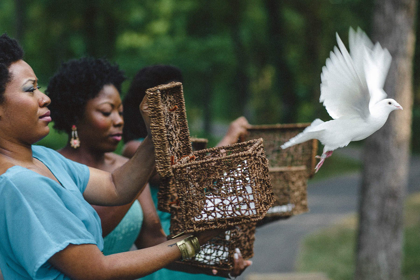 bridesmaid releasing doves at wedding St Louis Pinxit Photo
