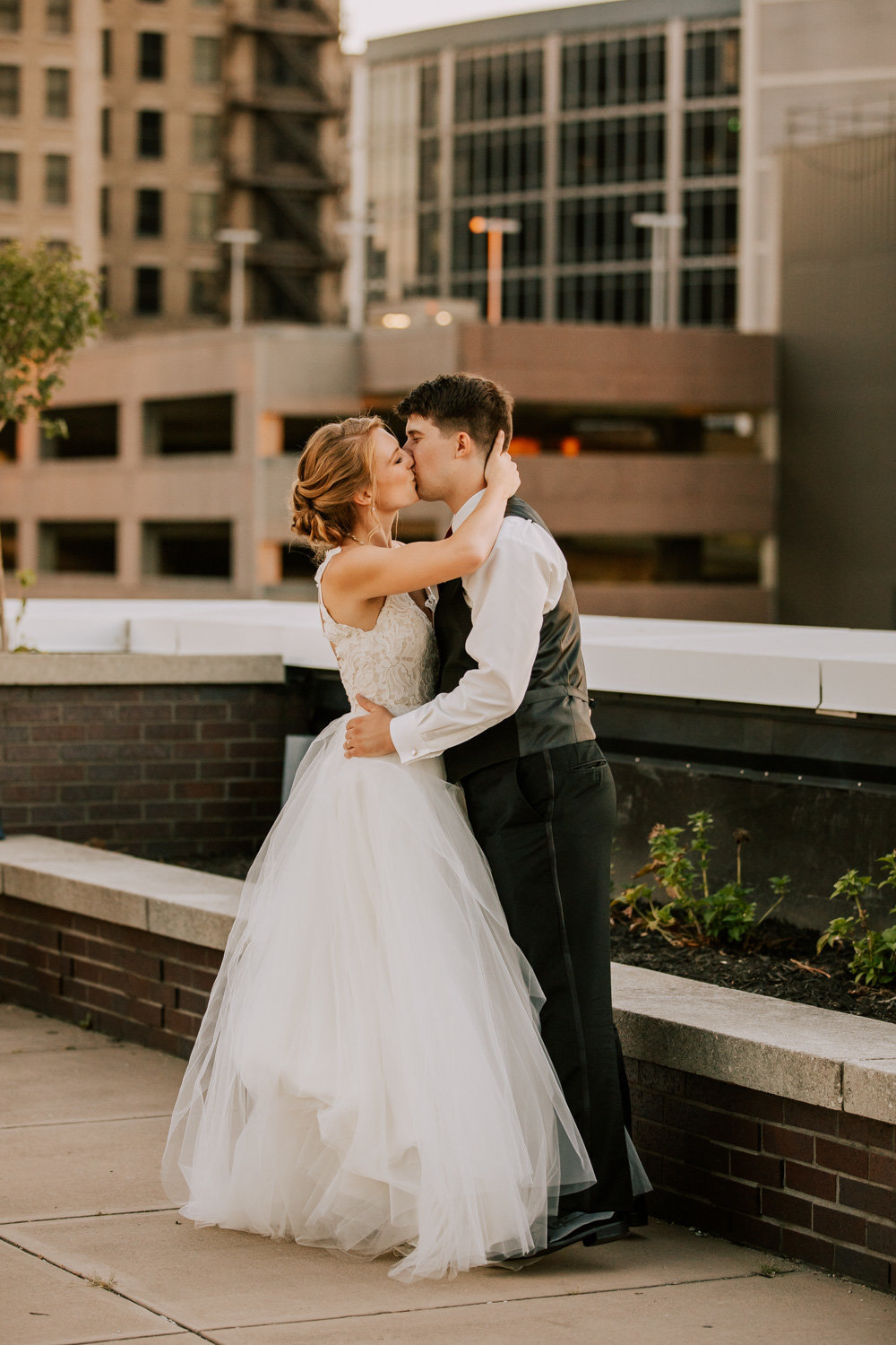 Rooftop-sunset-wedding-indianapolis-197