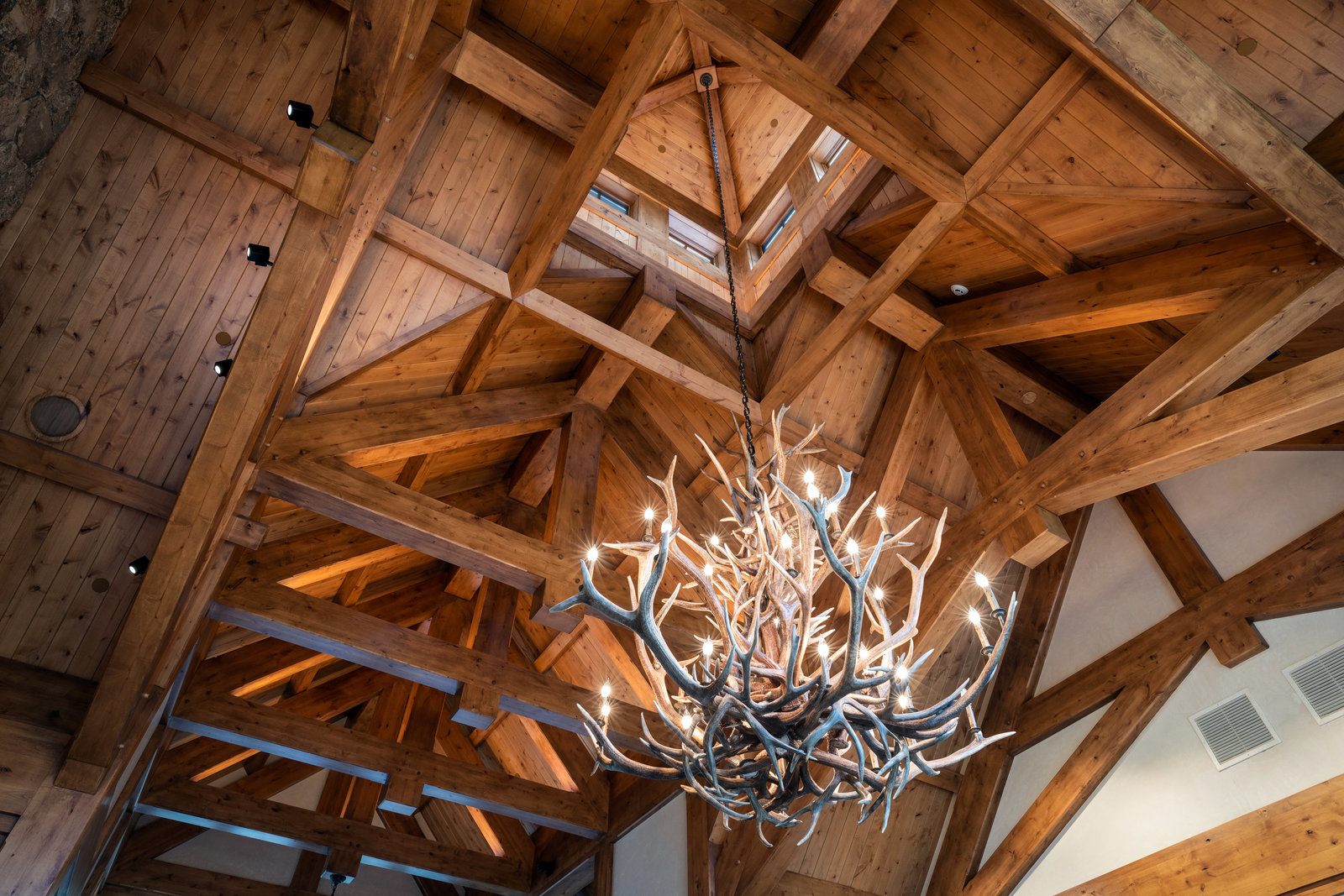 3882_daybreak_ridge_interior_chandelier_a