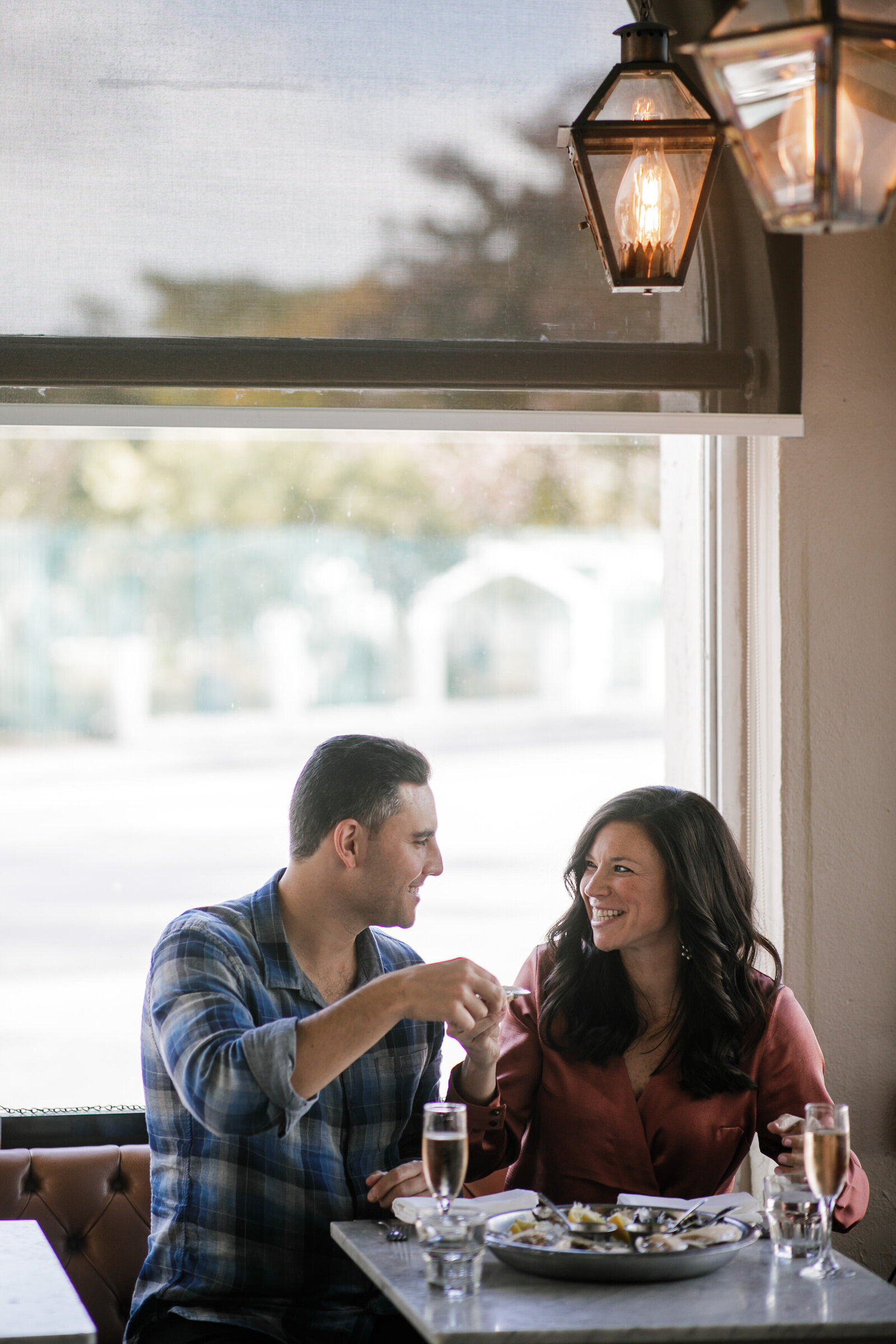 engagement-session-restaurant-florida-photographer
